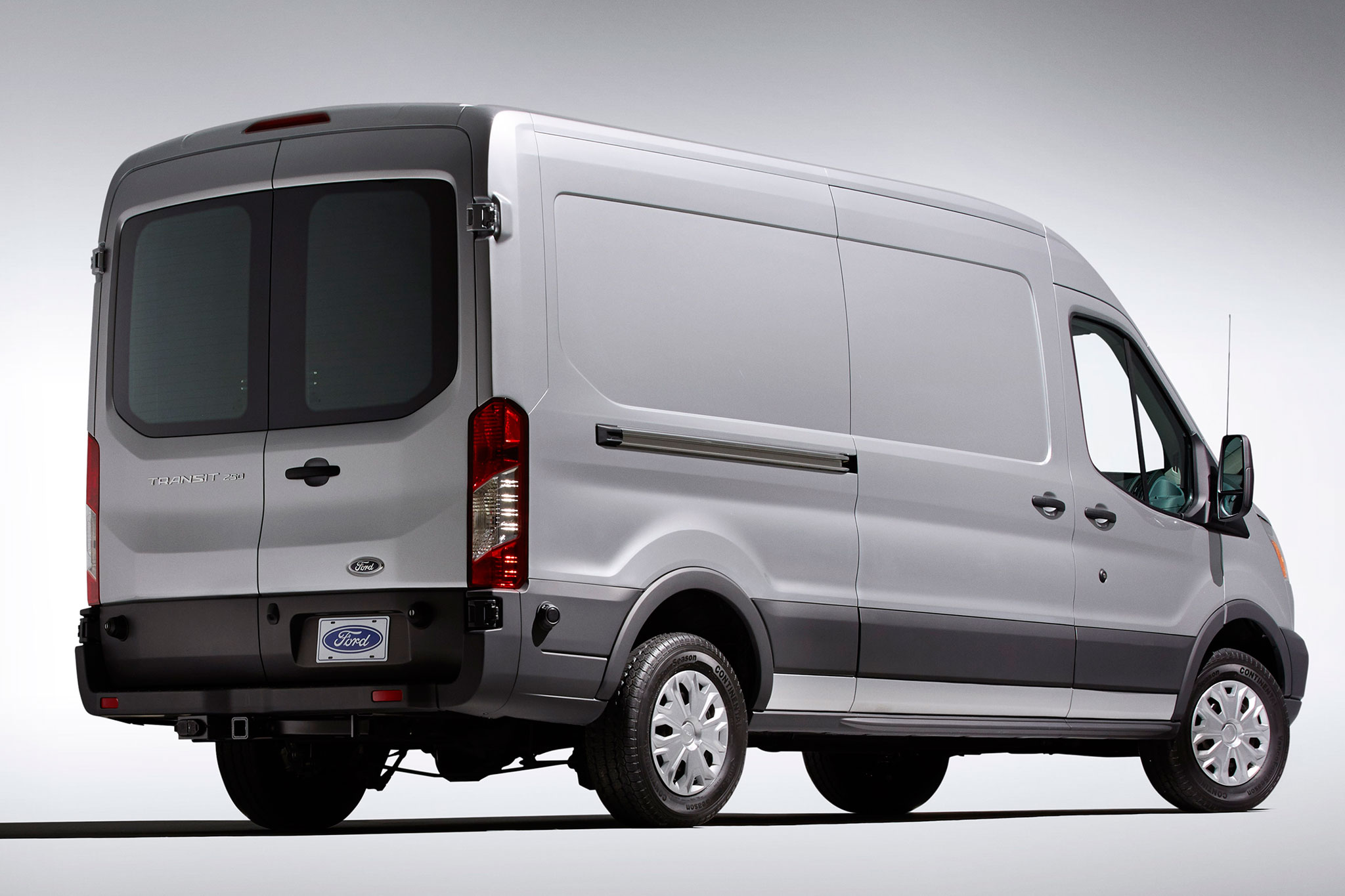 2015 ford transit mpg output cargo capacity detailed. Black Bedroom Furniture Sets. Home Design Ideas