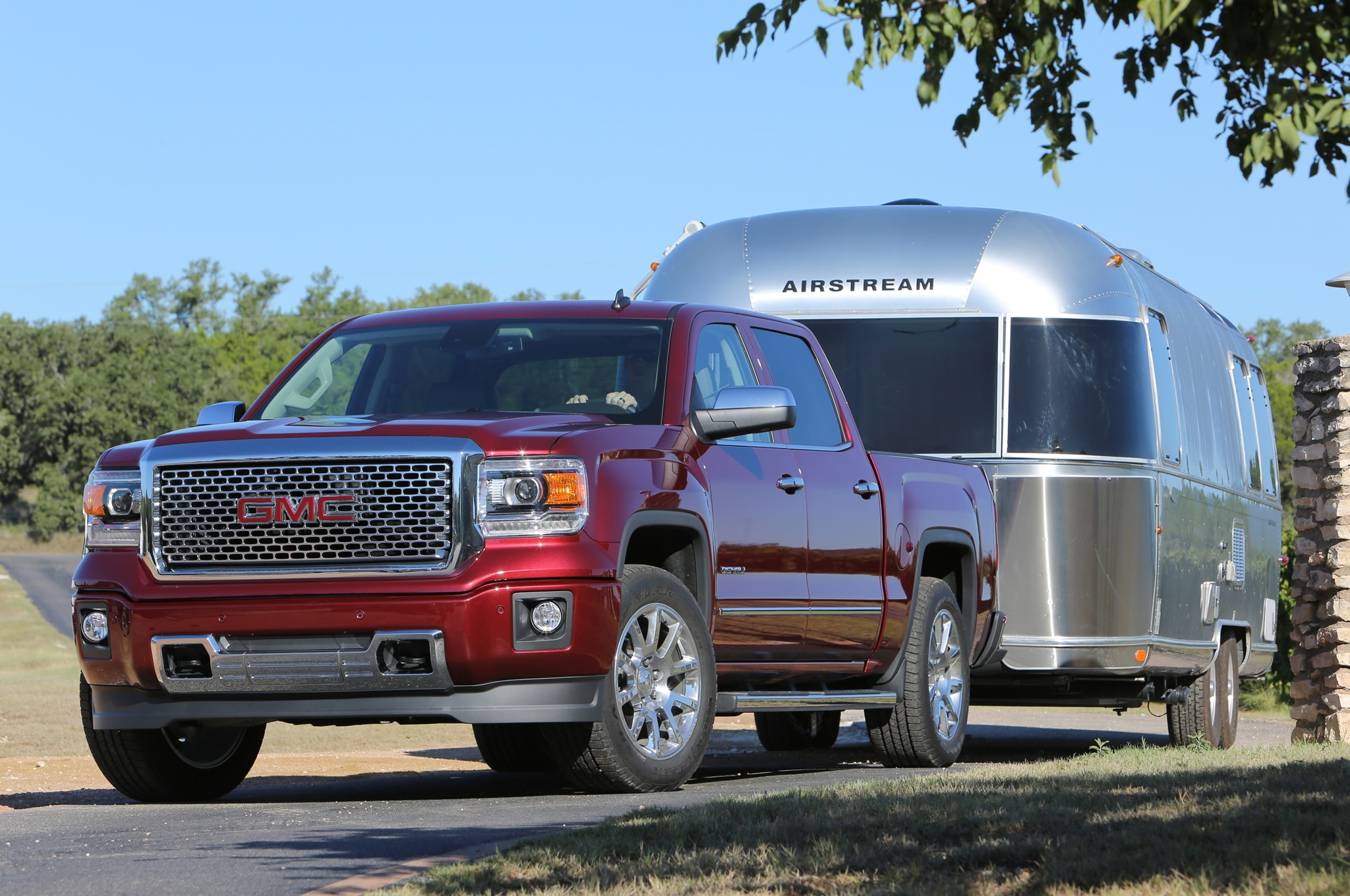 2015 chevrolet silverado tow ratings revised after sae switch. Black Bedroom Furniture Sets. Home Design Ideas