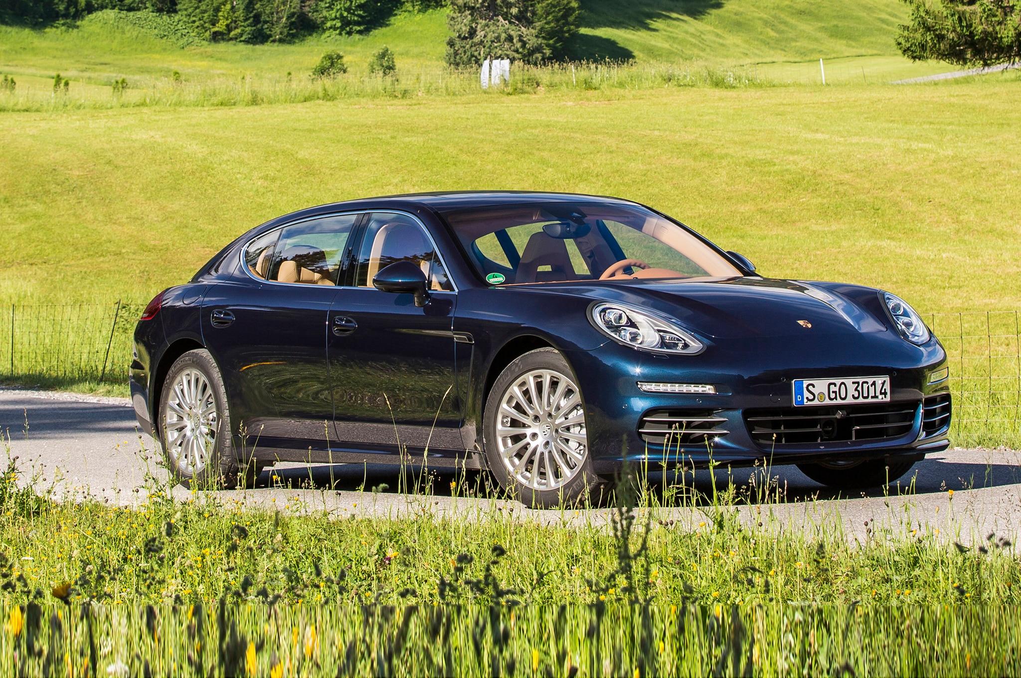 2014 Porsche Panamera 4S Three Quarters Side View1