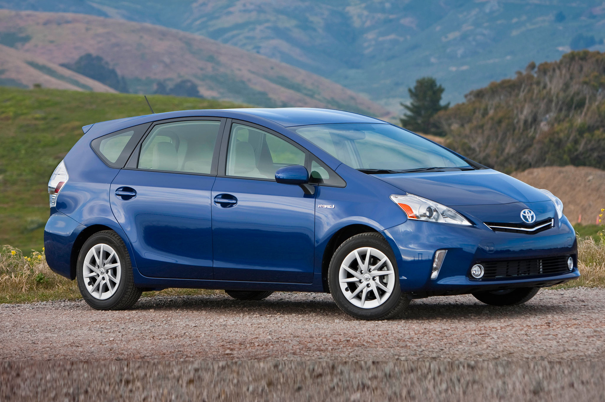 2014 Toyota Prius V Three Quarters Front View1