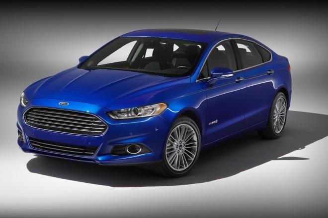 2014 Ford Fusion Hybrid Three Quarters View 11 660x440