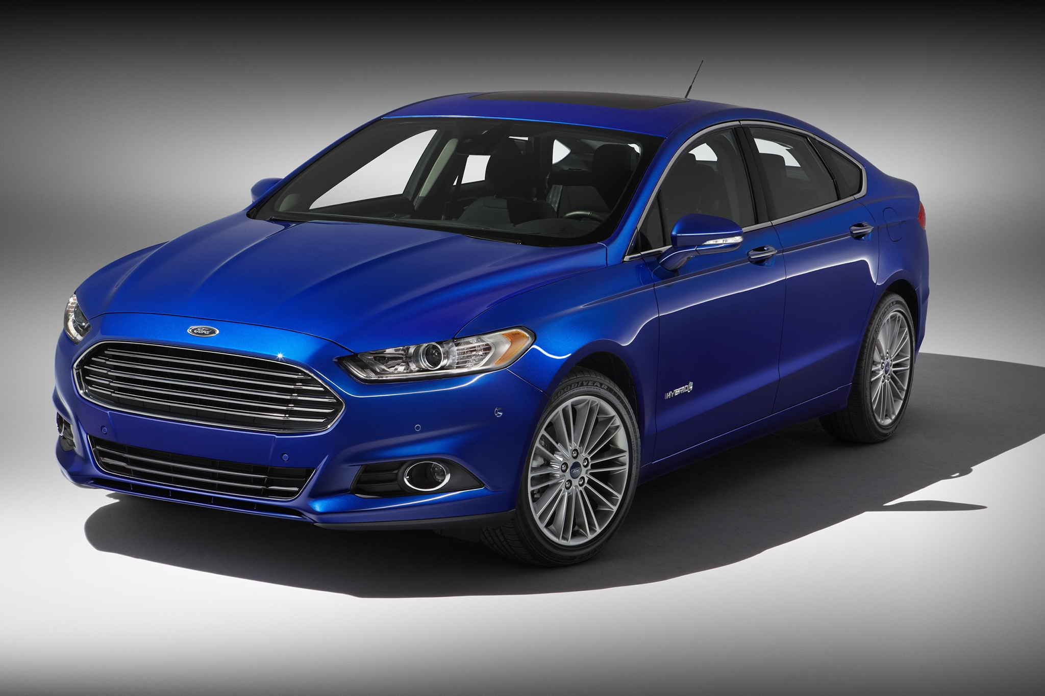 2014 Ford Fusion Hybrid Three Quarters View 11