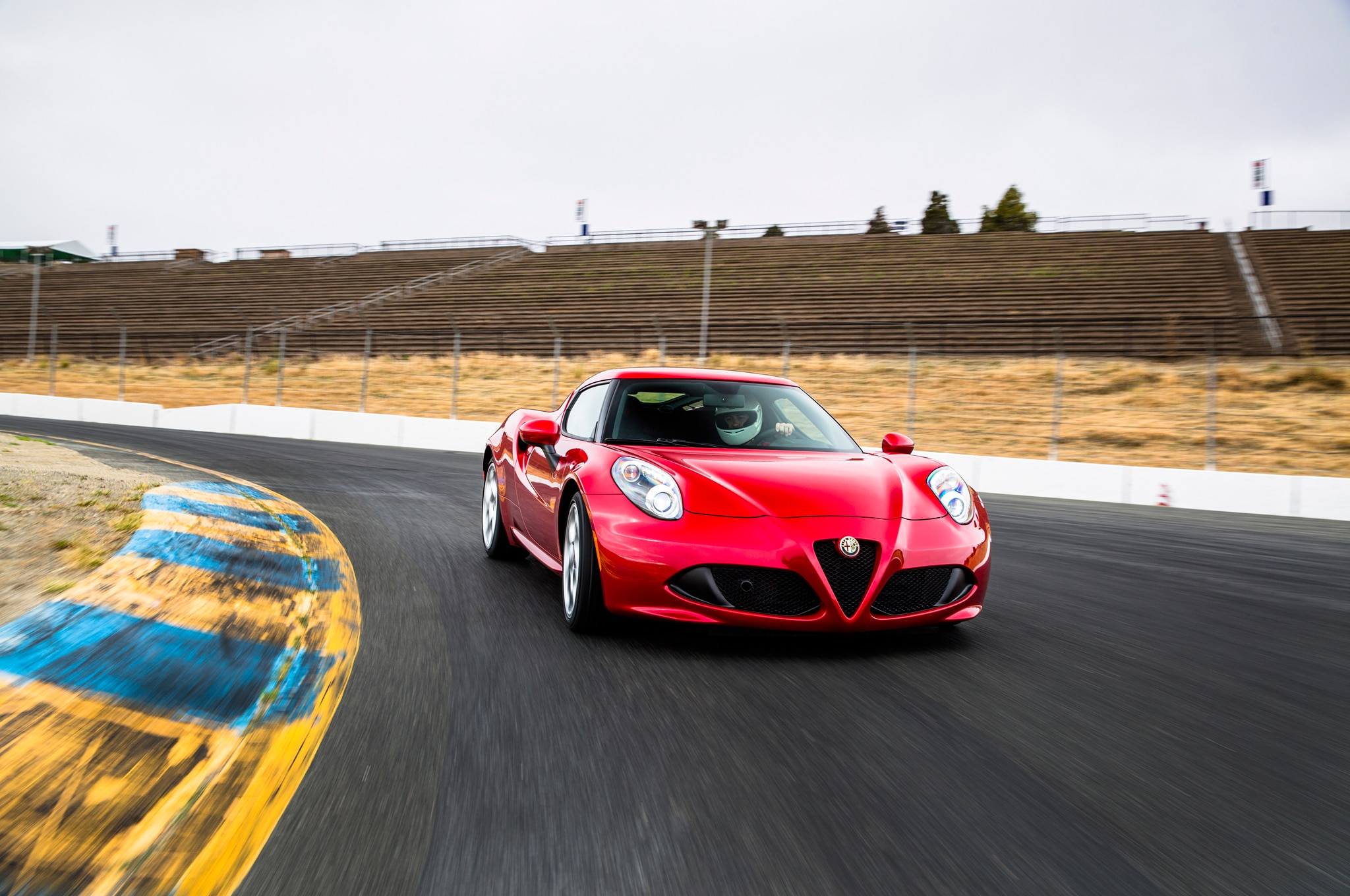 2015 Alfa Romeo 4C Front Three Quarter Turn1