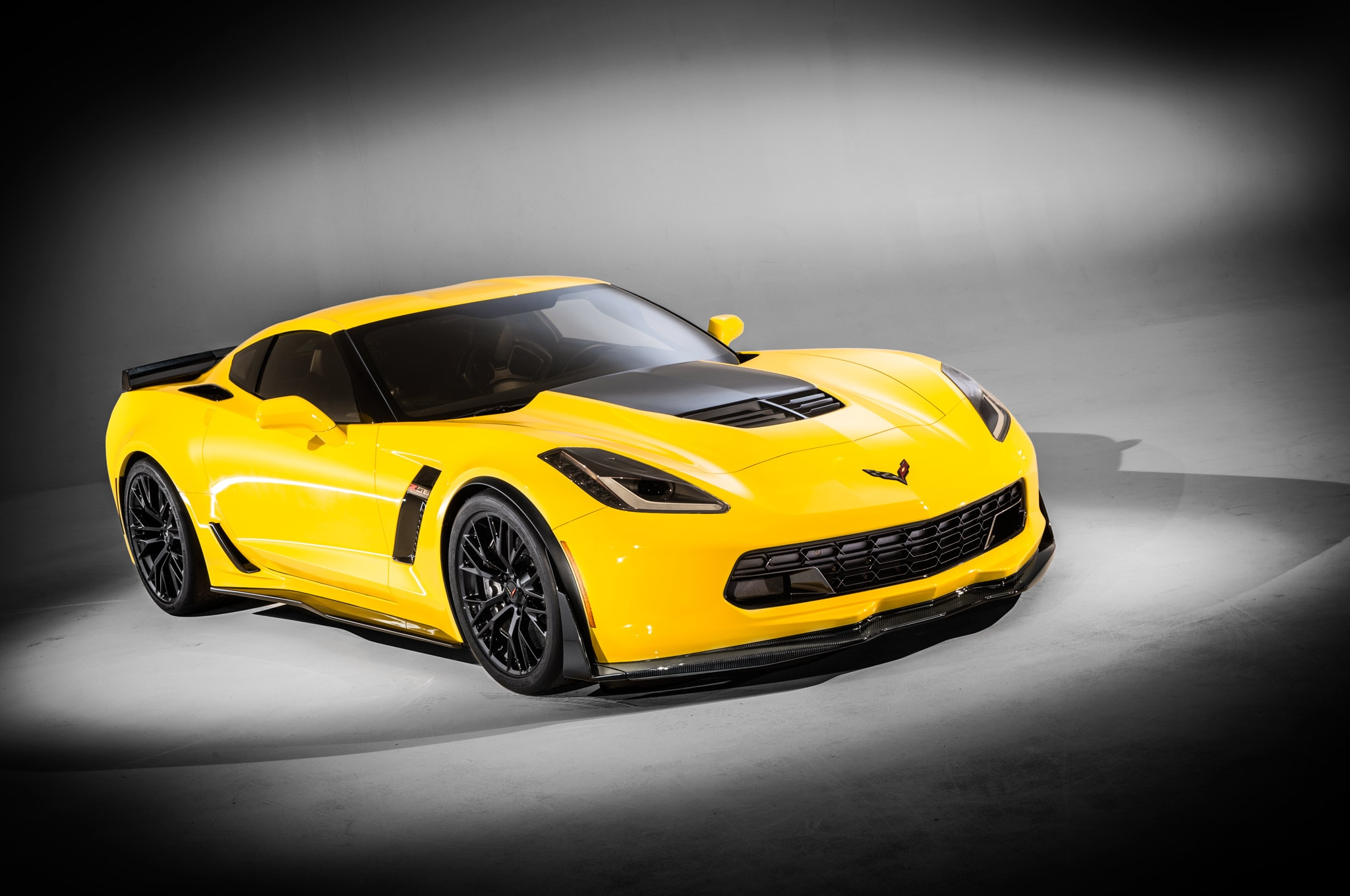 2015 Chevrolet Corvette Z06 Front Right View1