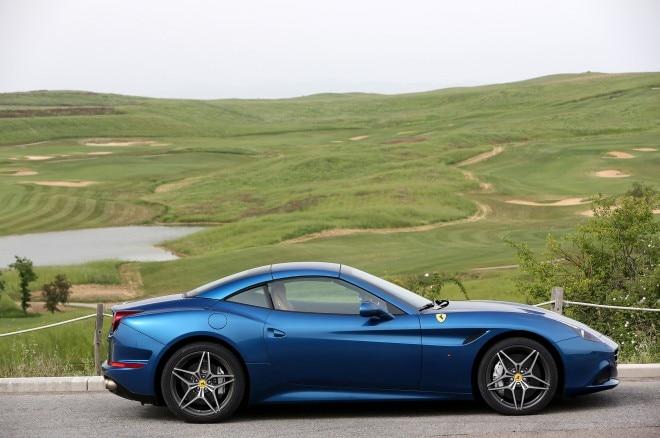 2015 Ferrari California T Top Up2 660x438