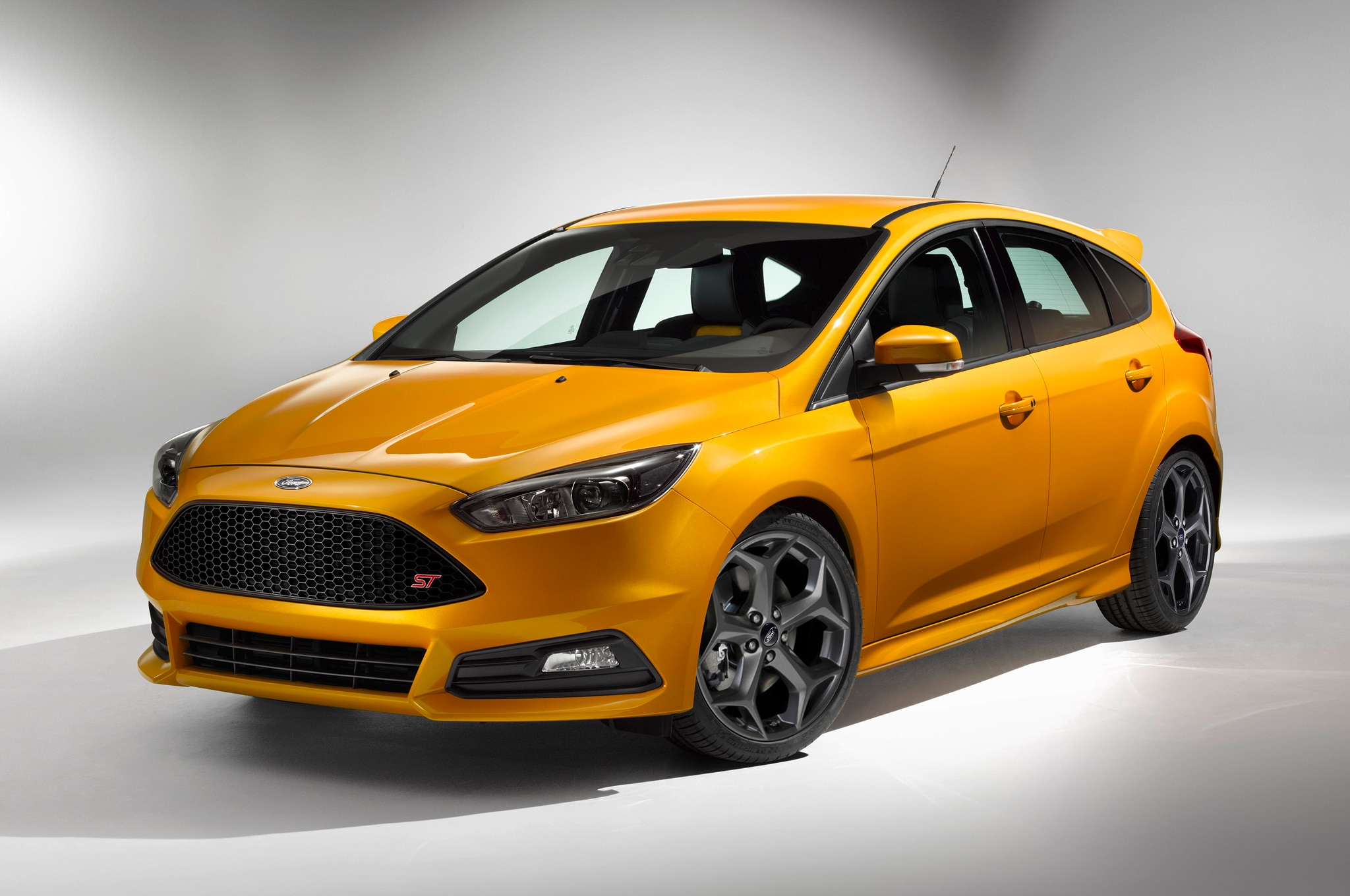 2015 Ford Focus ST Front Three Quarters1