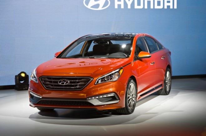 2015 Hyundai Sonata Sport 20T Front Three Quarters 021 660x438