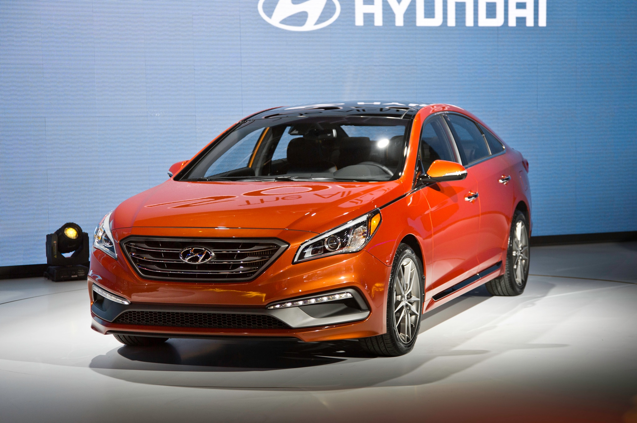 2015 Hyundai Sonata Sport 20T Front Three Quarters 021