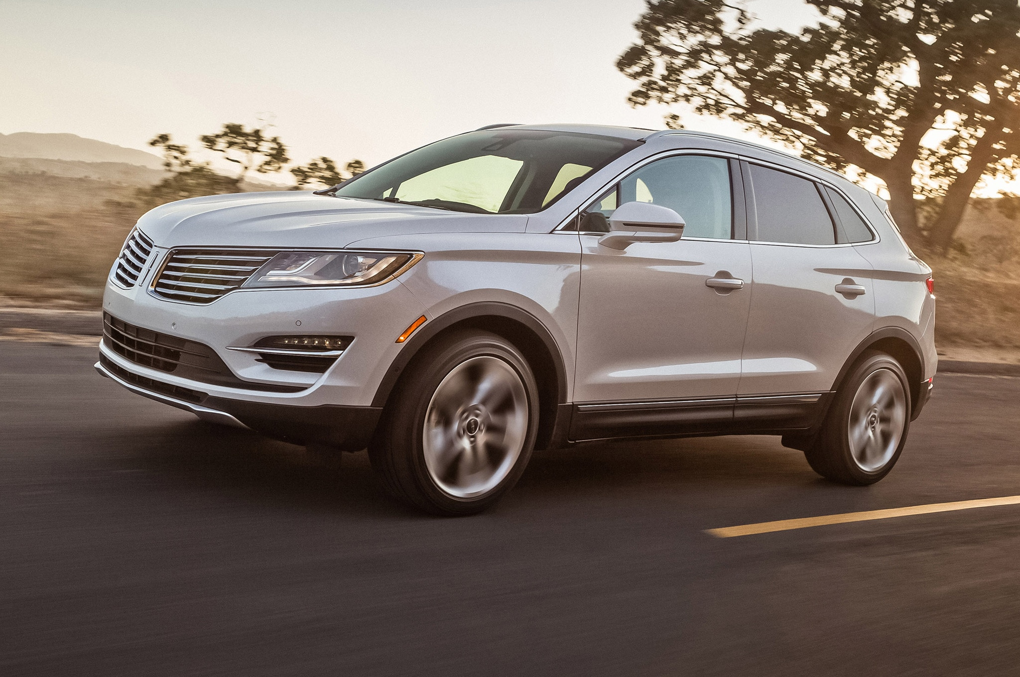 2015 Lincoln MKC Front Side Motion View With Sunlight1