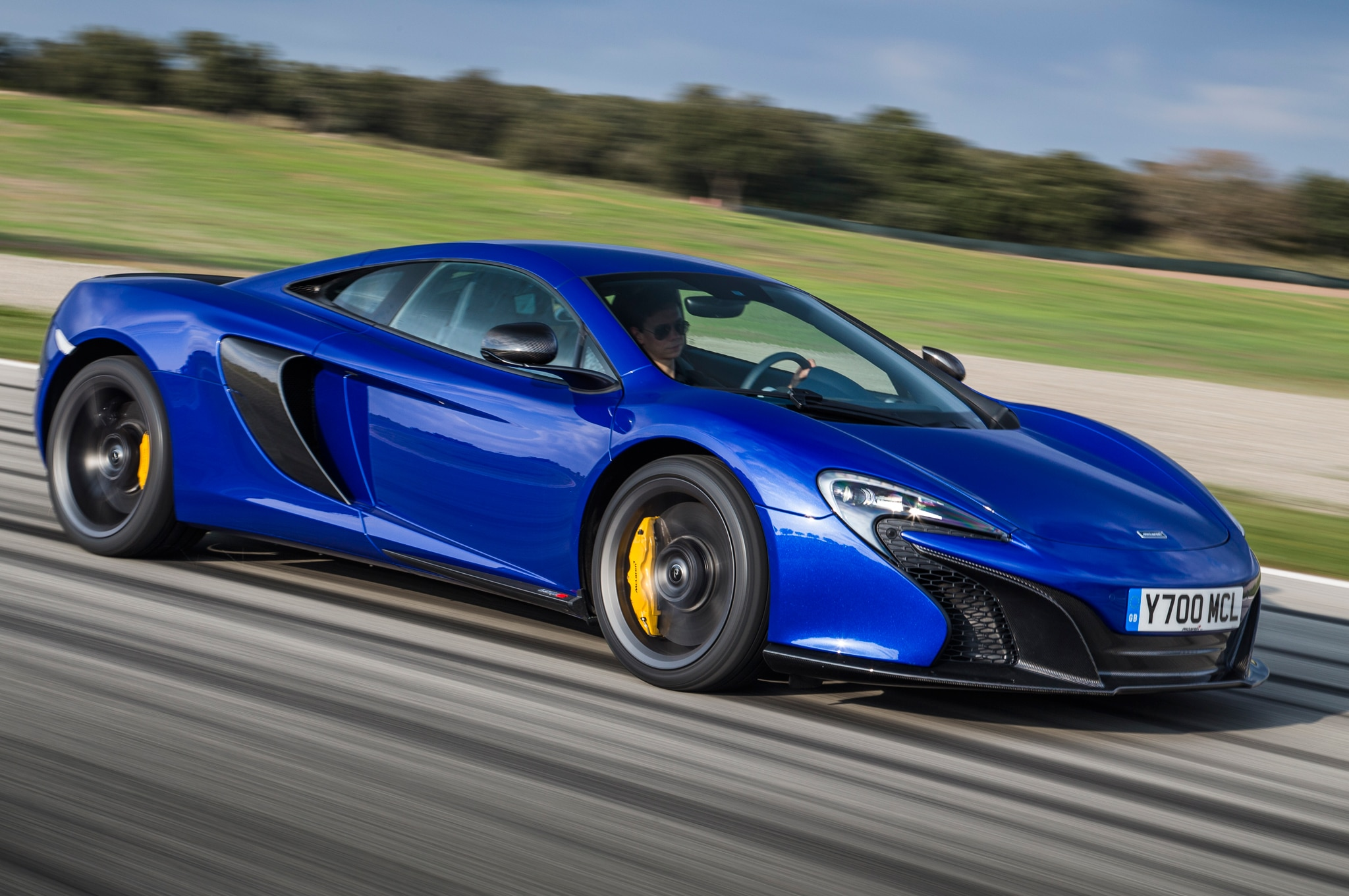 2015 Mclaren 650S Coupe Side In Motion 041