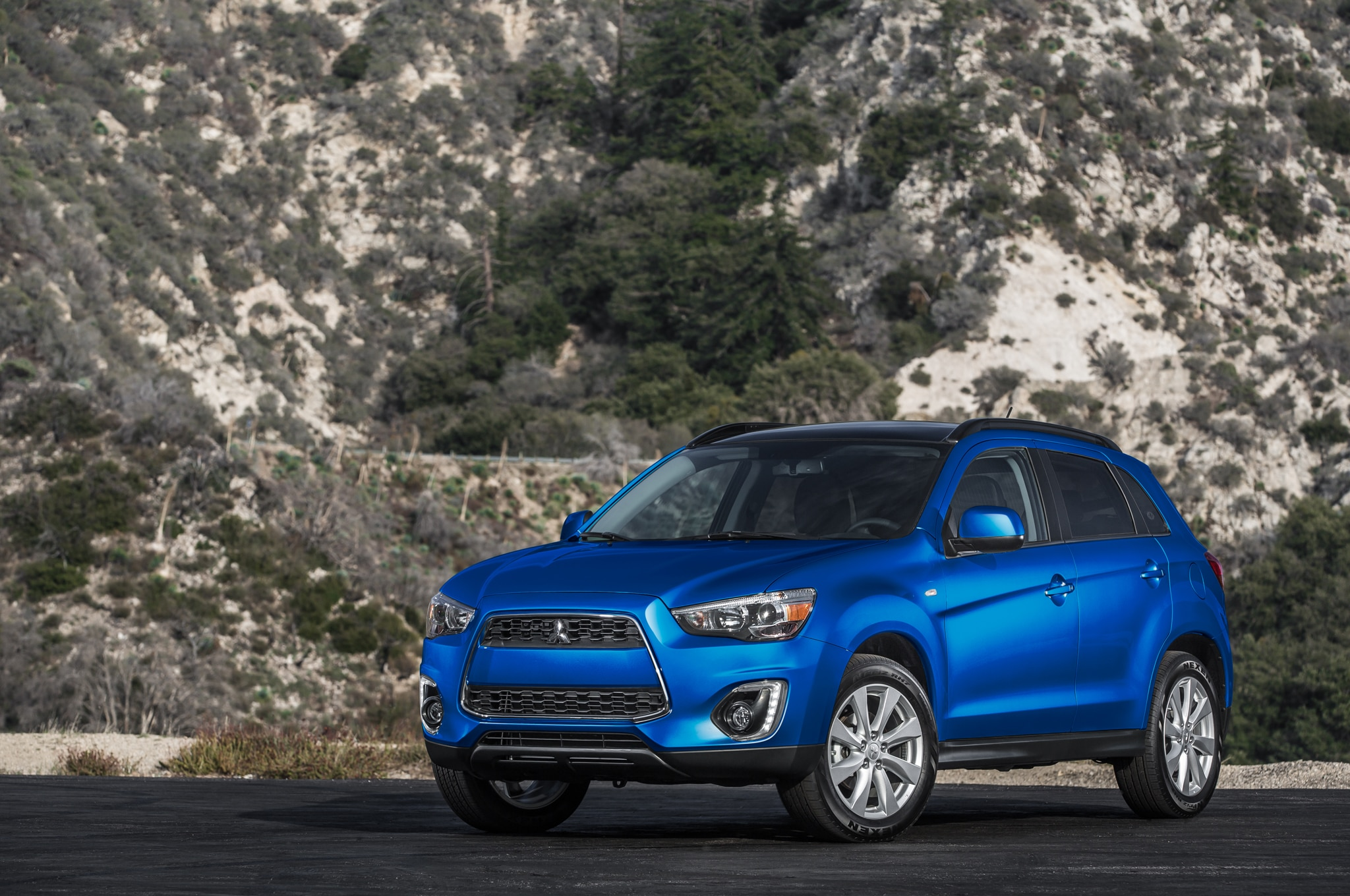 2015 Mitsubishi Outlander Sport SE Fron Three Quarter 021