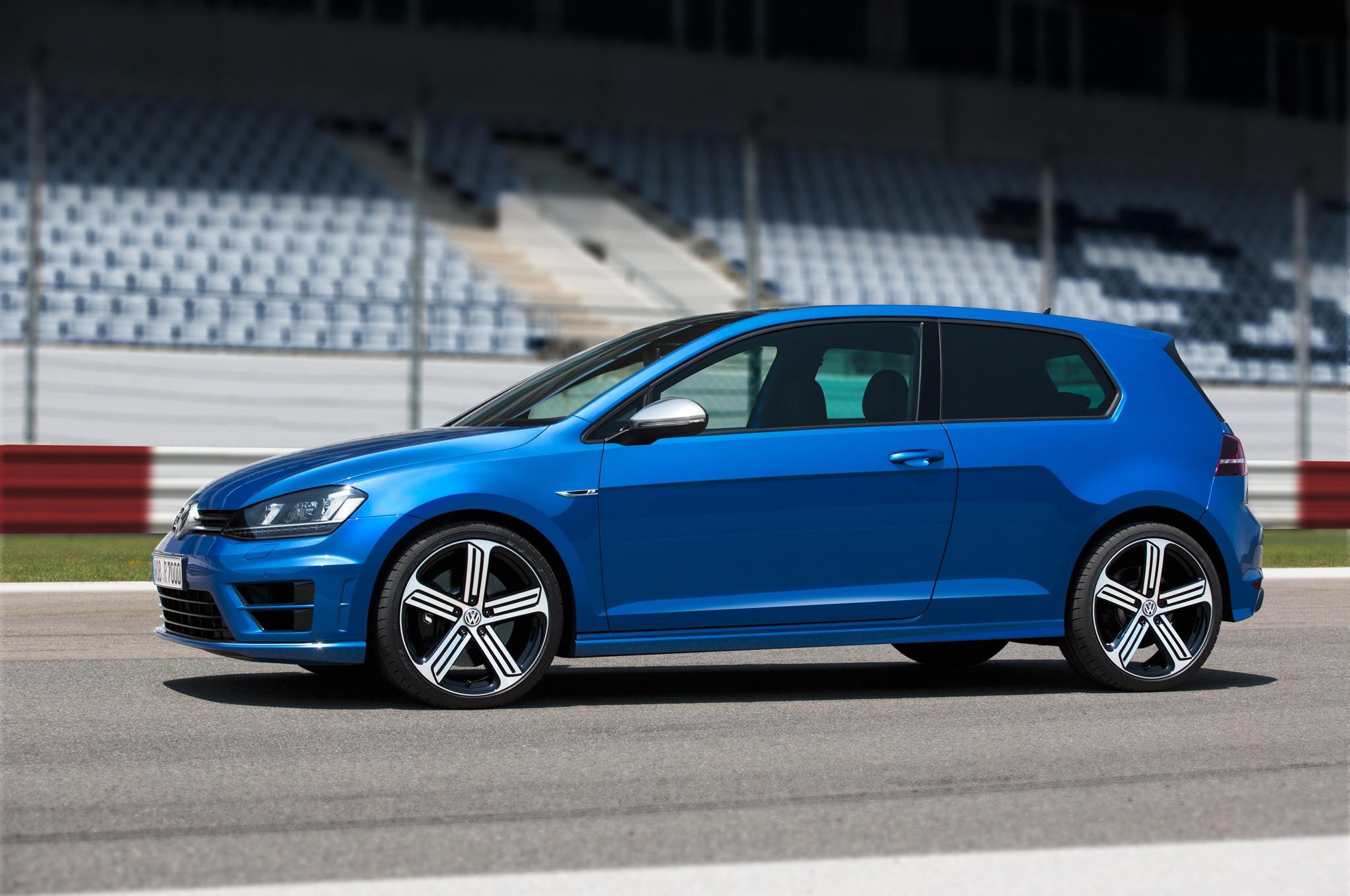 2015 Volkswagen Golf R Side Profile