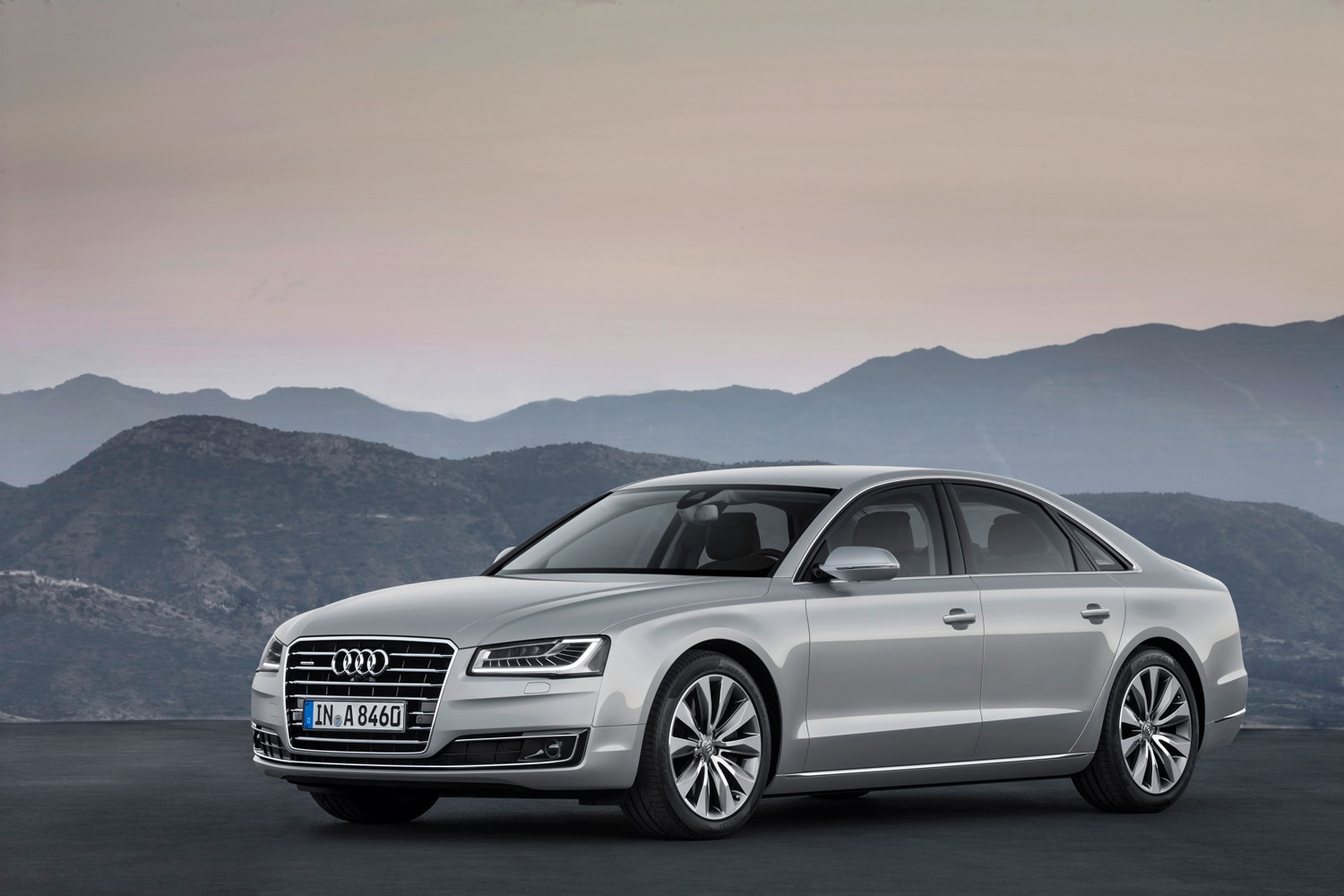 2015 Audi A8 TFSI Front Three Quarter 21