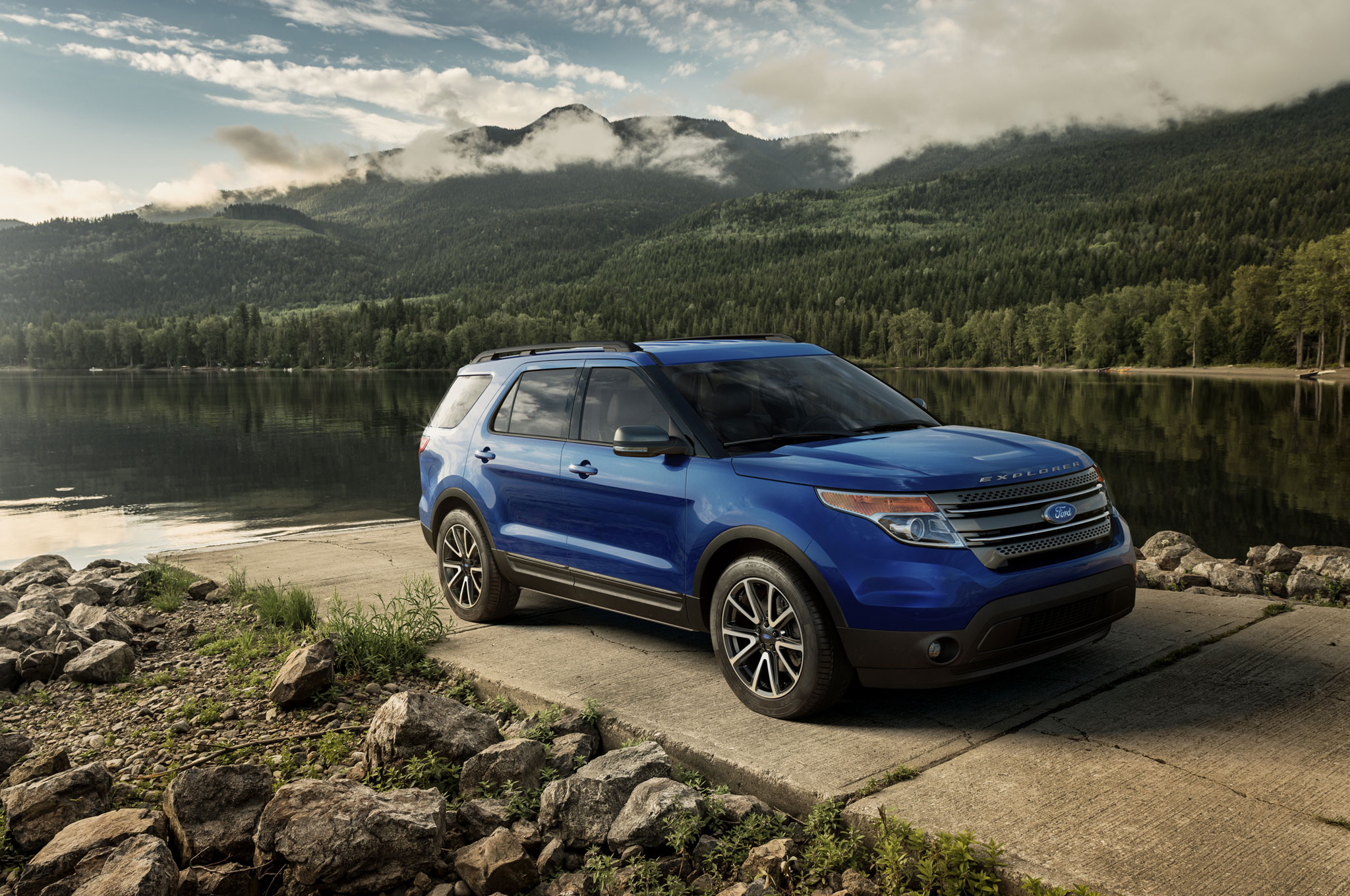 2015 Ford Explorer Front Angle1