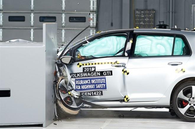 2015 Volkswagen Golf Gti Iihs 031 660x438