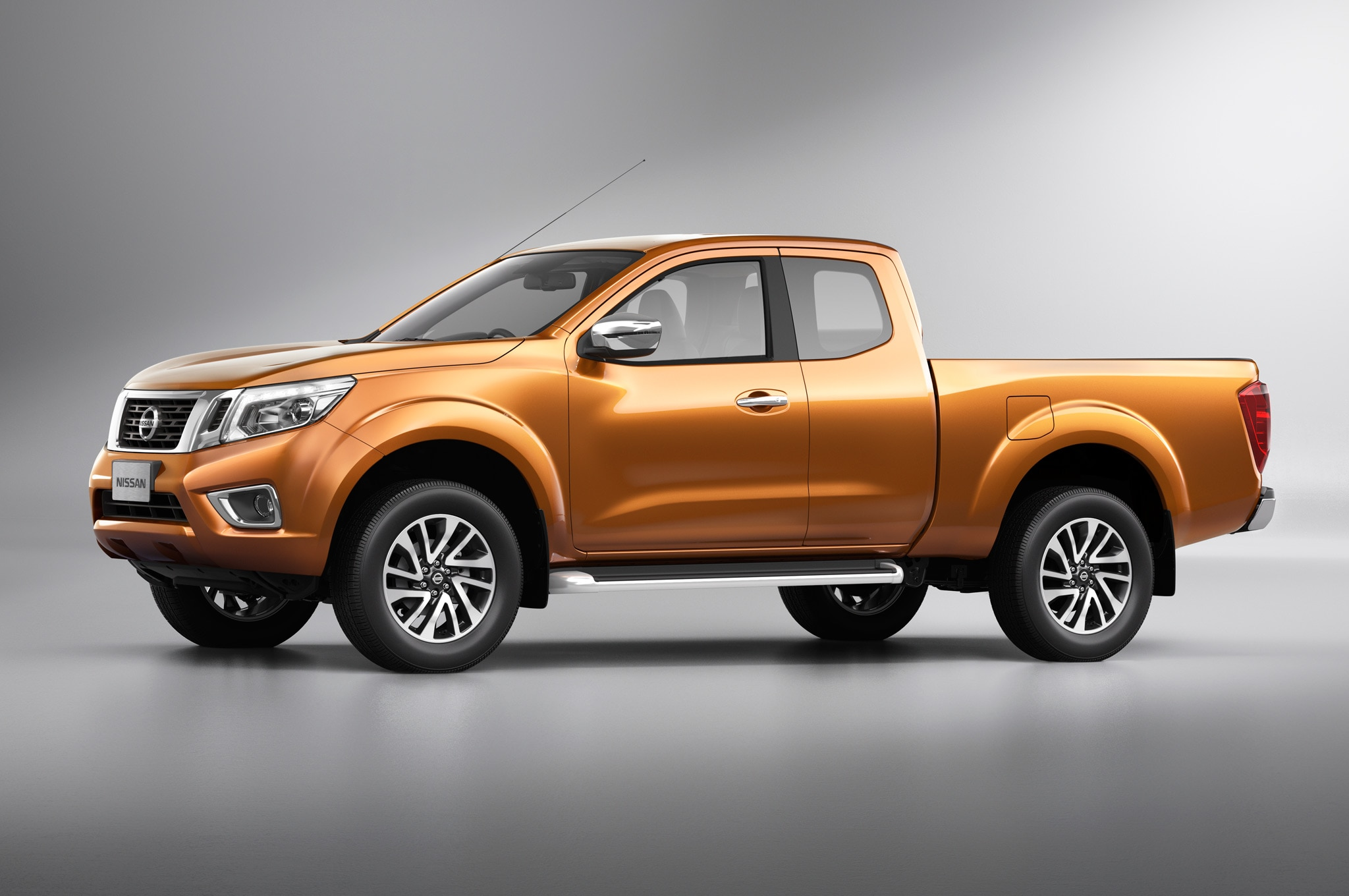 nissan navara pickup redesigned frontier to be different. Black Bedroom Furniture Sets. Home Design Ideas
