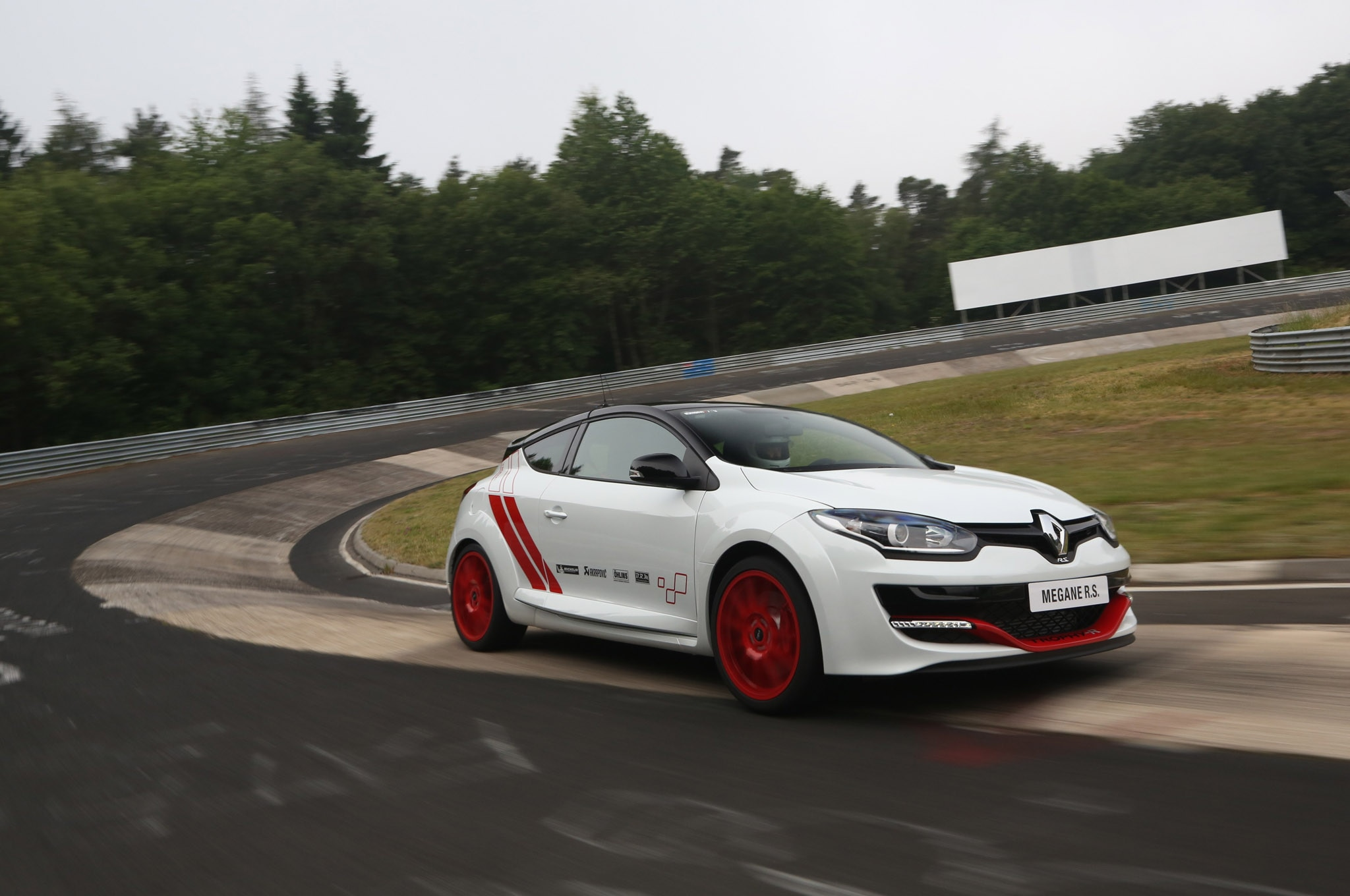 renault megane r s 275 trophy r is the new hot hatch to beat. Black Bedroom Furniture Sets. Home Design Ideas
