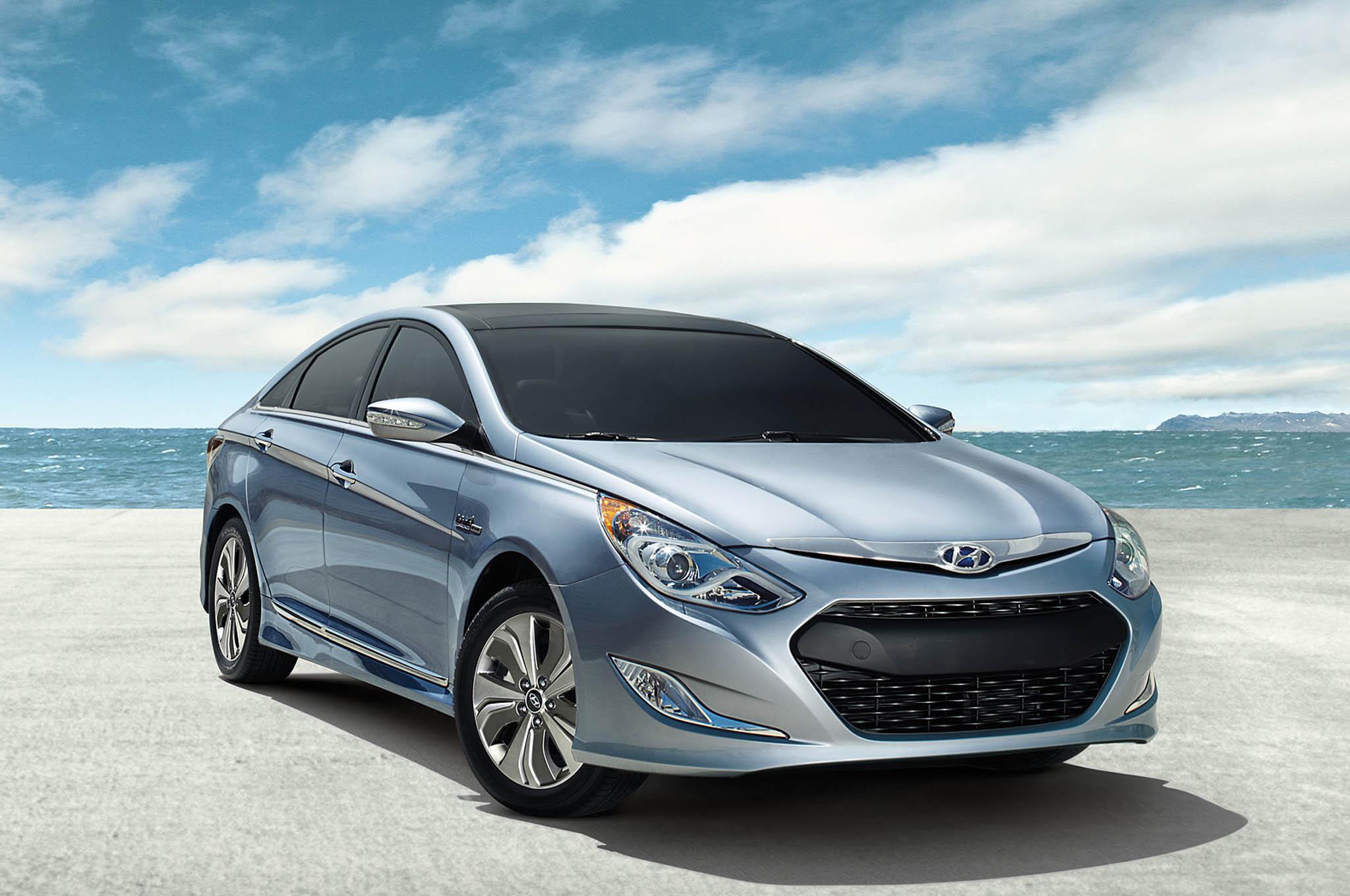 2013 Hyundai Sonata Hybrid Exterior Front 34 Sky1
