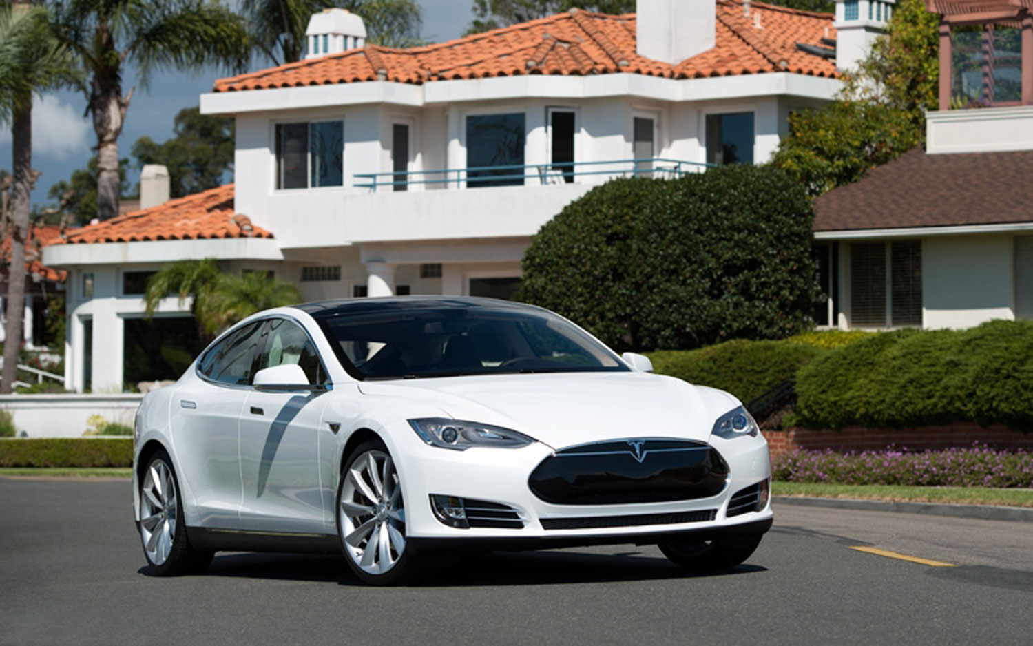2013 Tesla Model S White Front Right Side