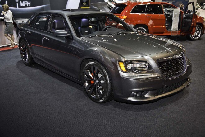 2014 Chrysler 300 SRT Satin Vapor Edition Front Three Quarter1 660x440