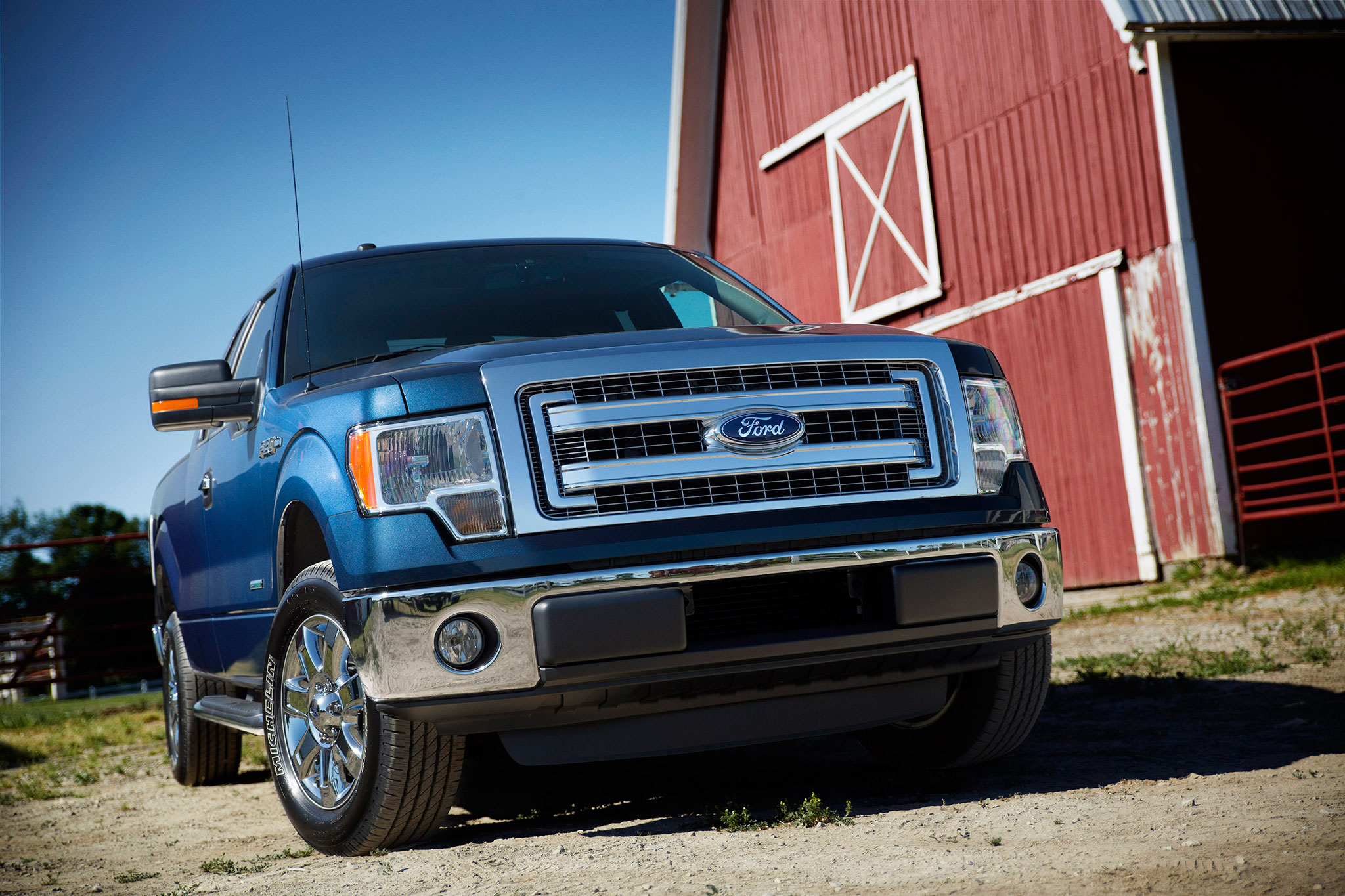2014 Ford F 150 XLT Front View