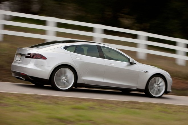 2014 Tesla Model S Passengers Side In Motion1 660x440