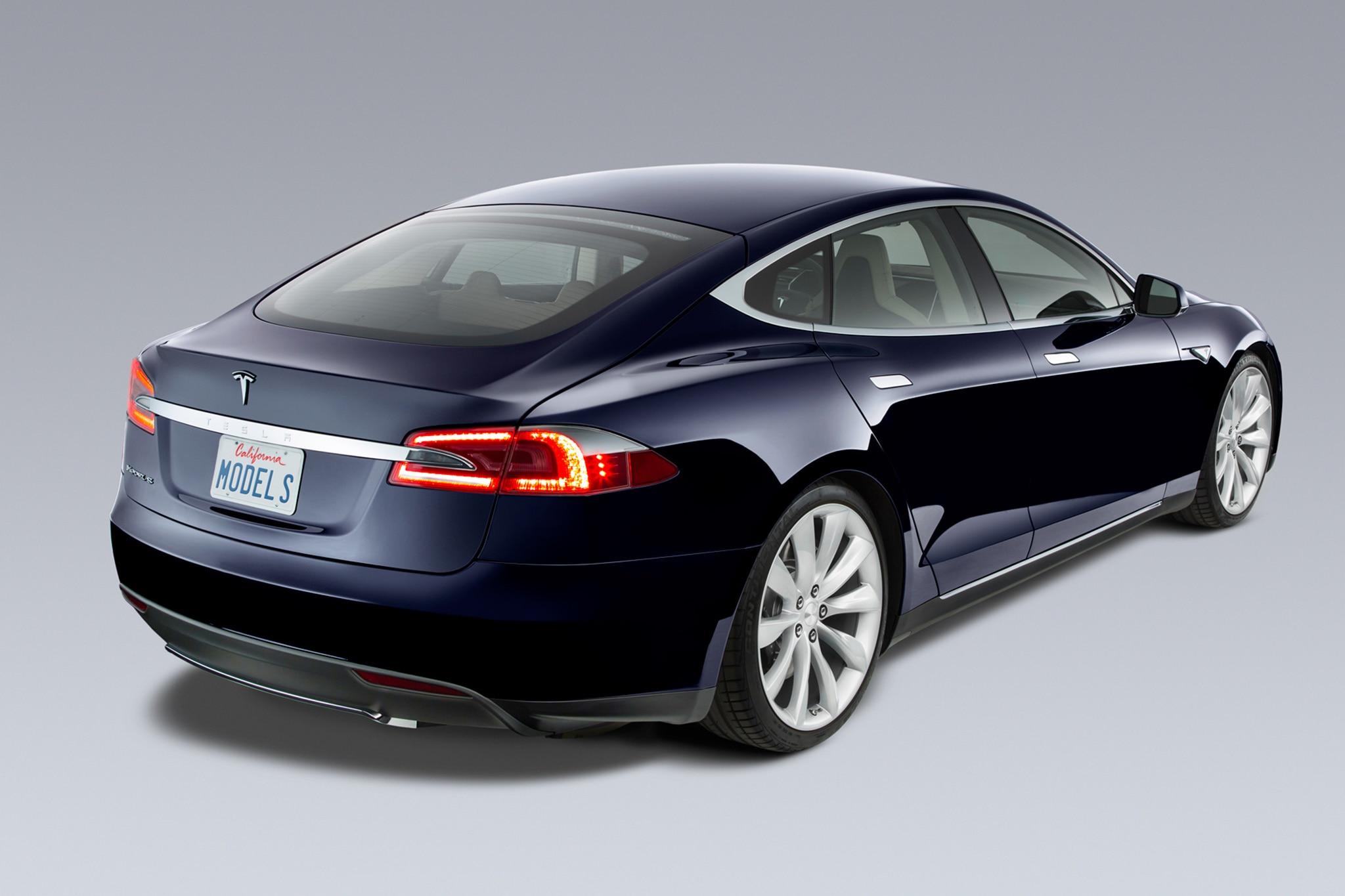 2014 Tesla Model S Rear Three Quarters1