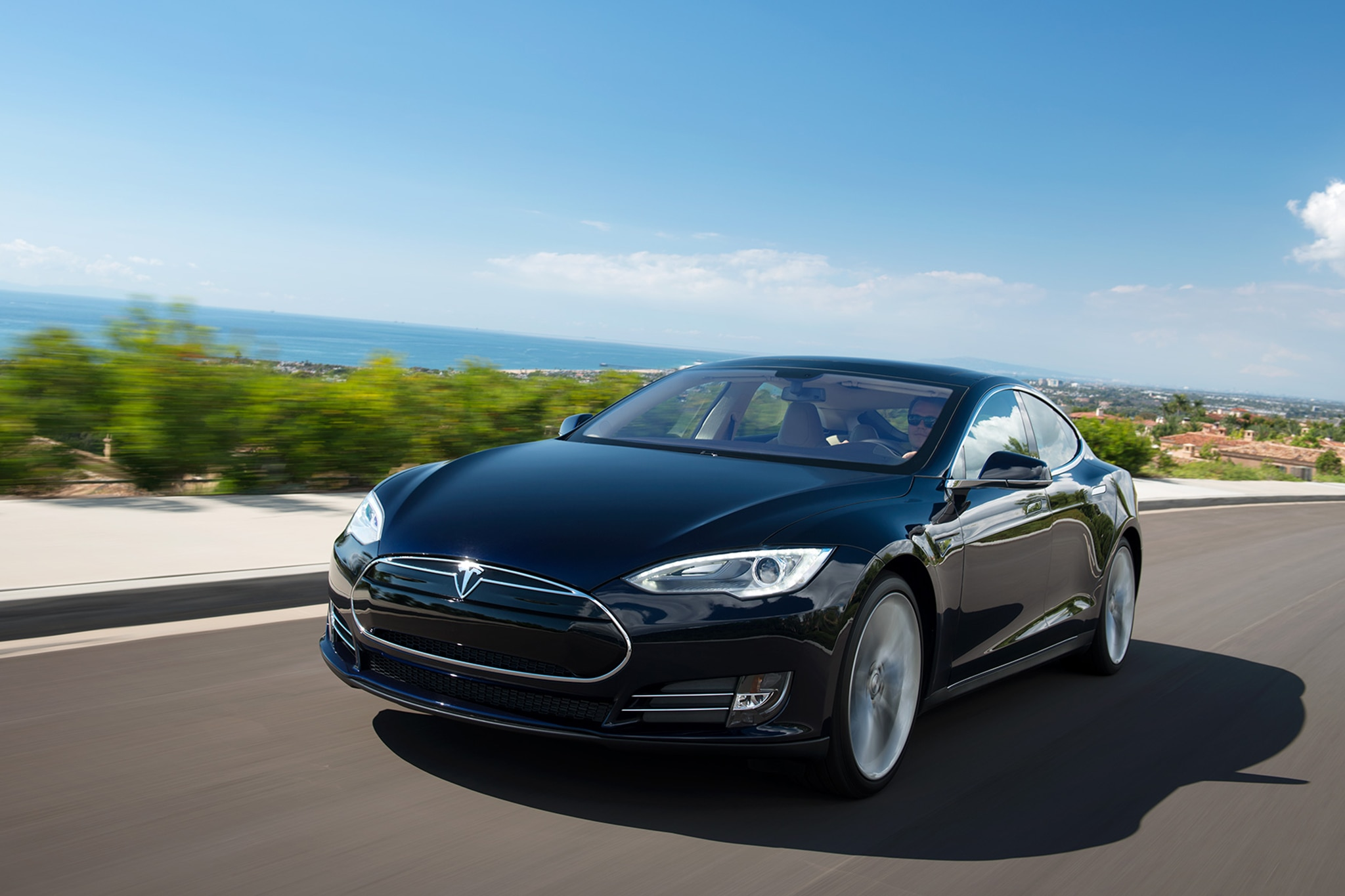 2014 Tesla Model S Three Quarters In Motion2