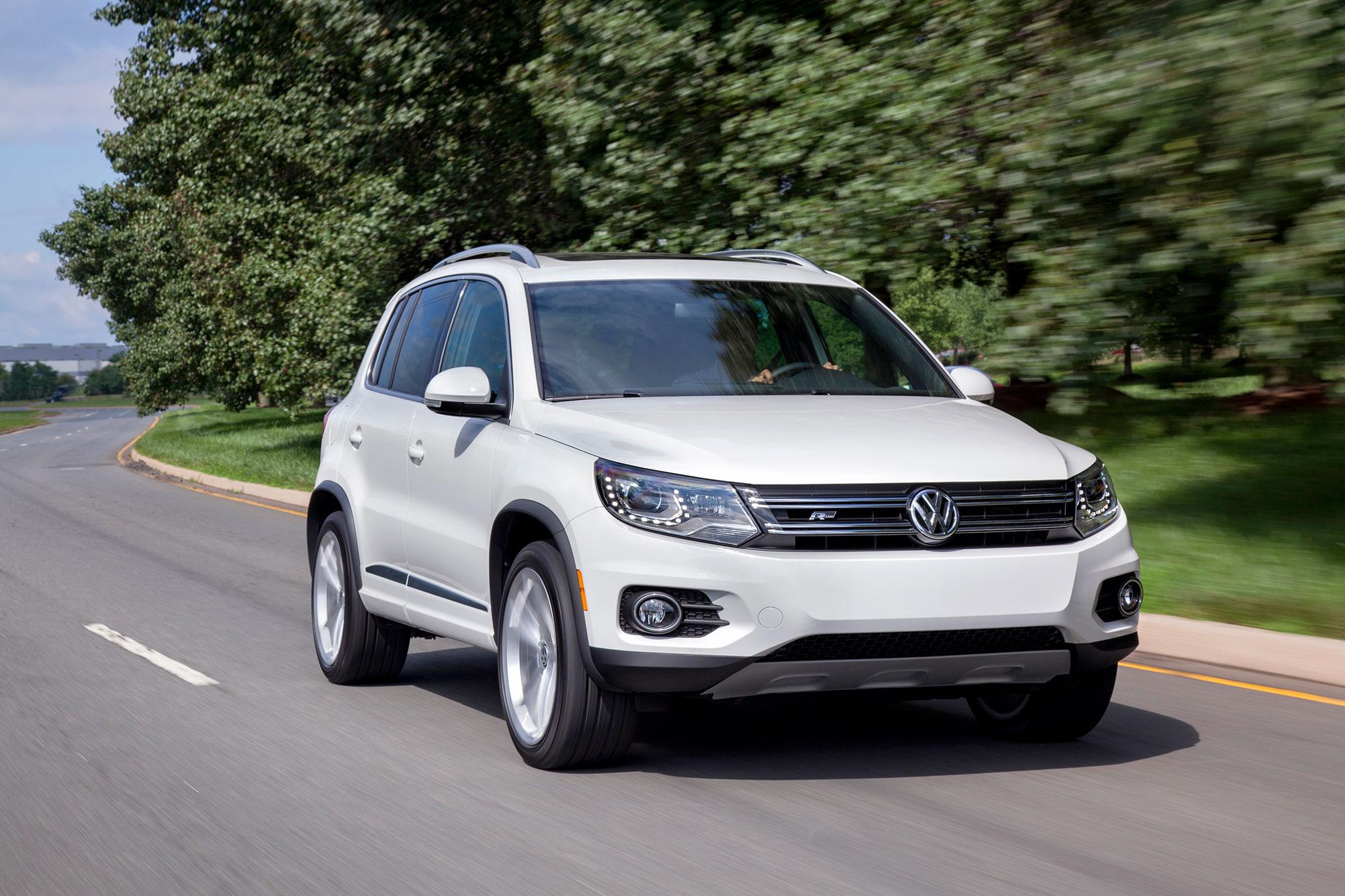 2014 Volkswagen Tiguan R Line Front View In Motion 11
