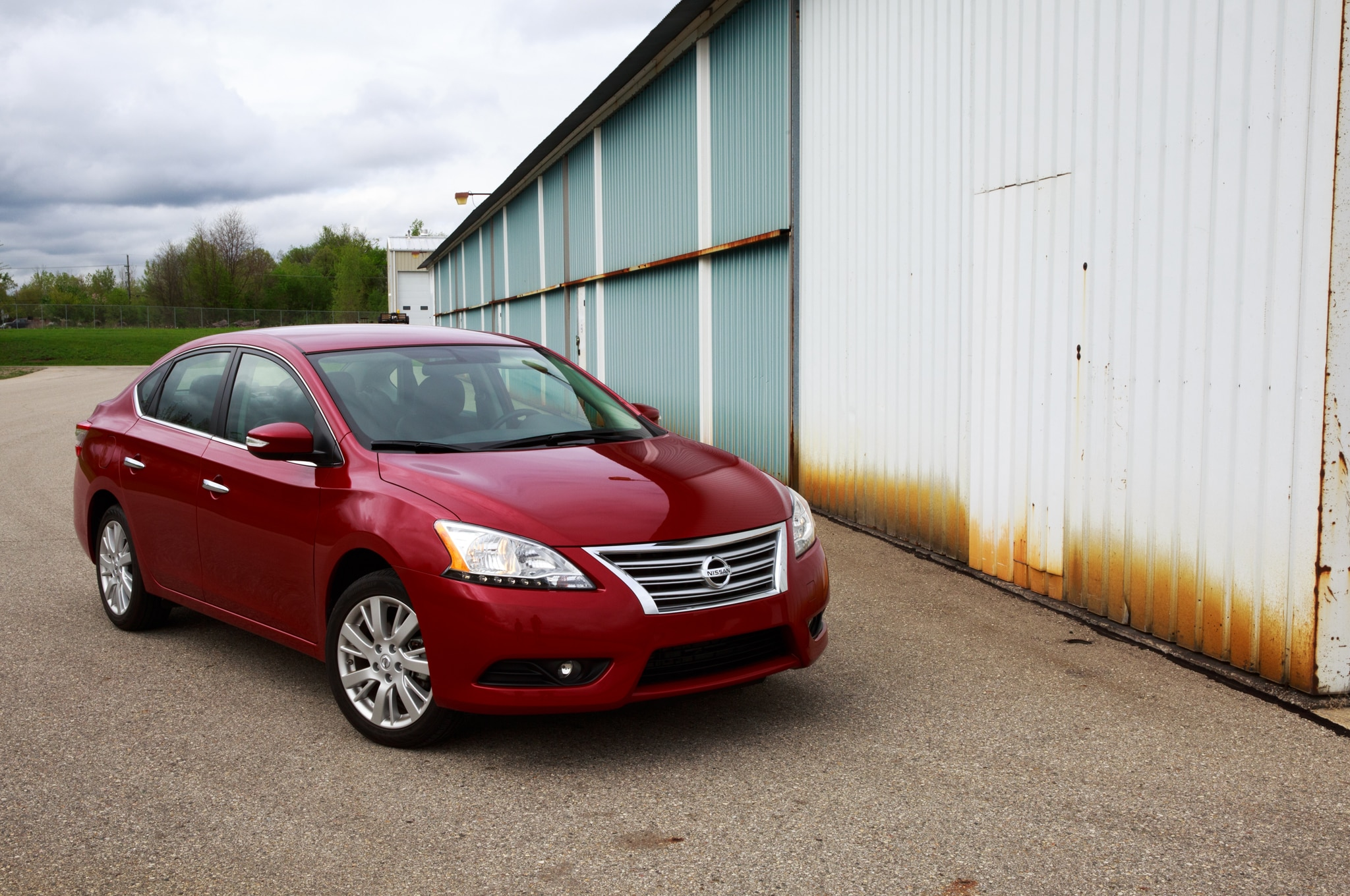 2014 Nissan Sentra Front Three Quarters1