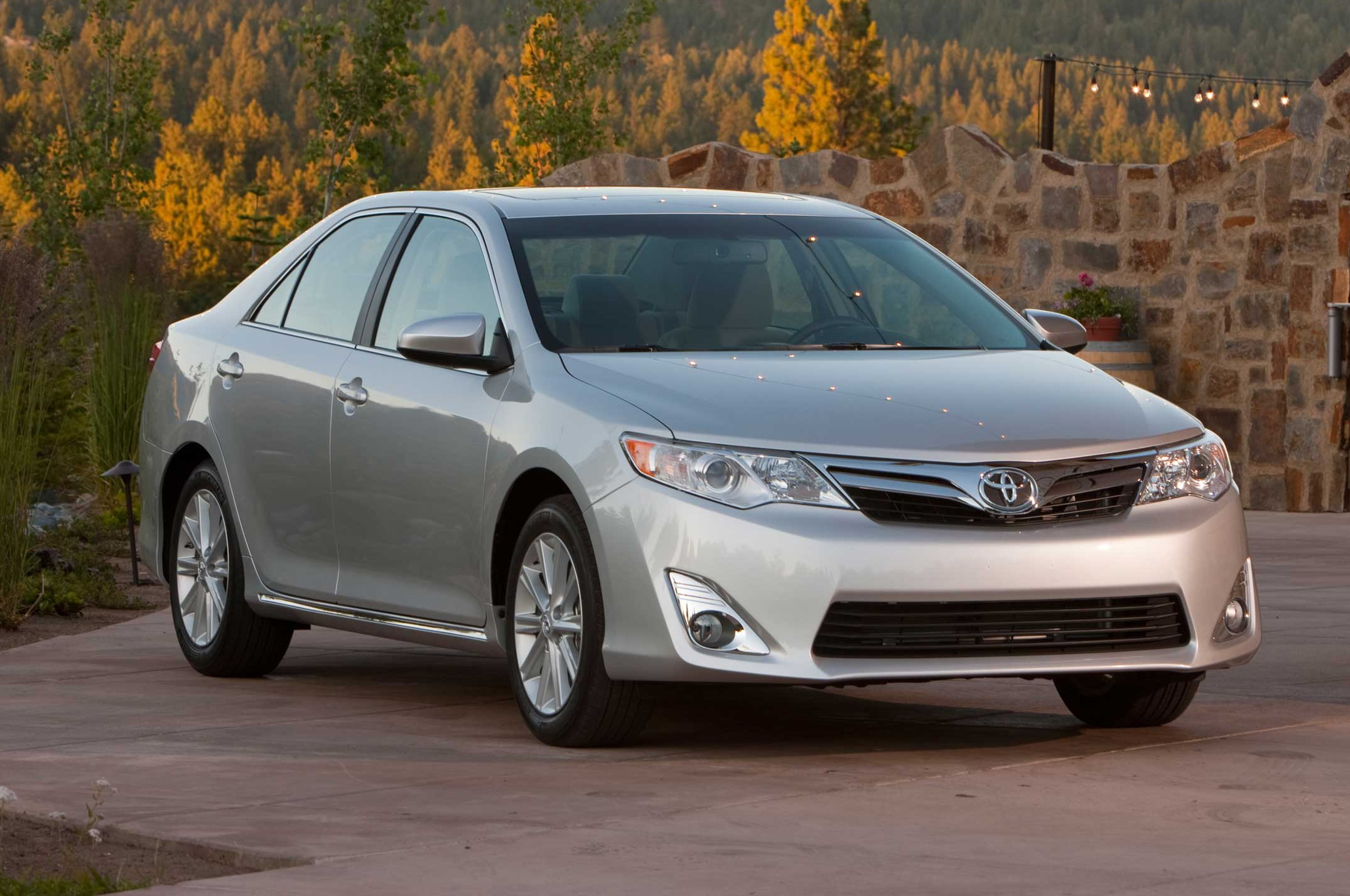 2014 Toyota Camry Front Three Quarters