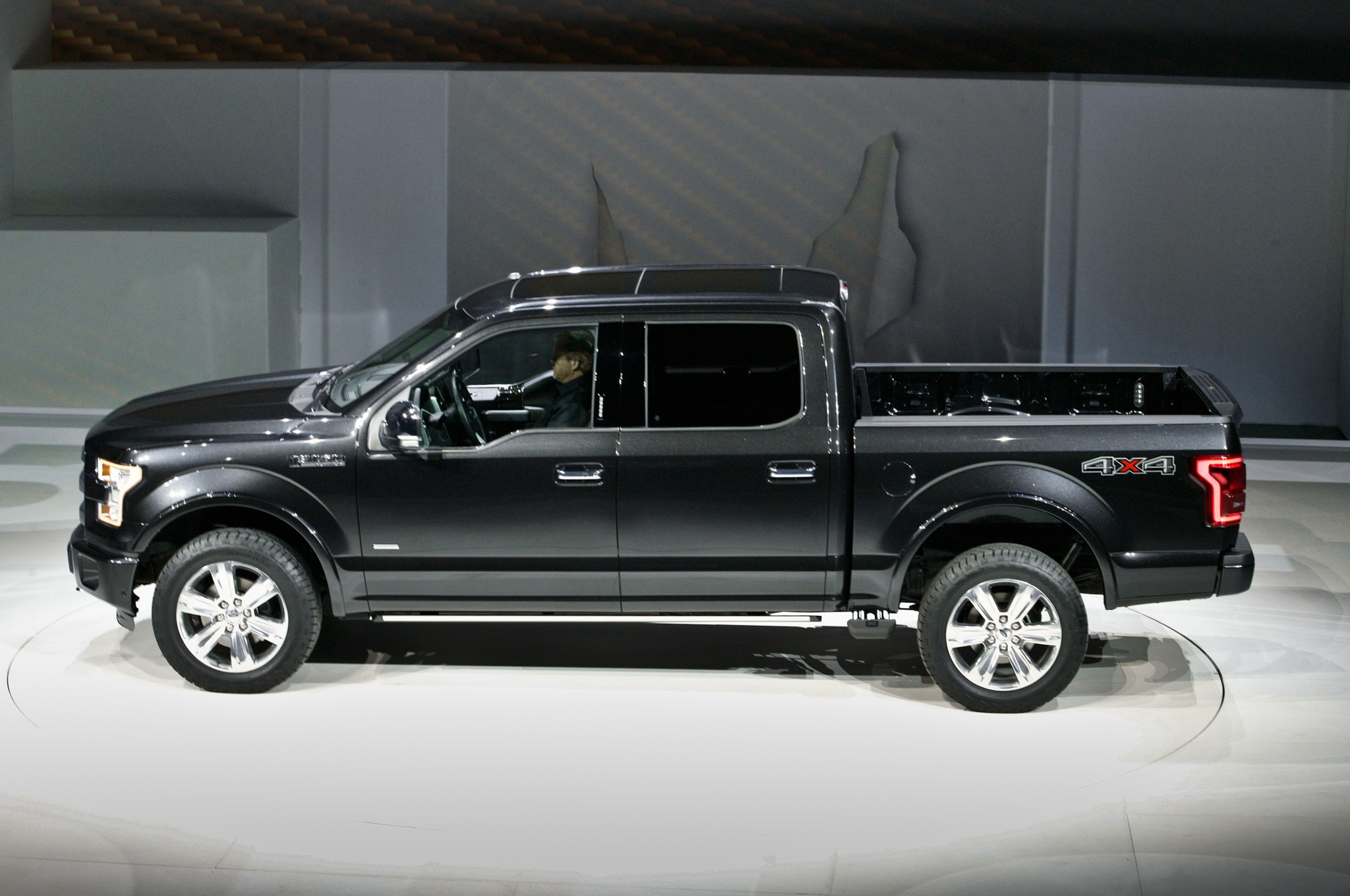 2015 ford f 150 starts at 26 615. Black Bedroom Furniture Sets. Home Design Ideas
