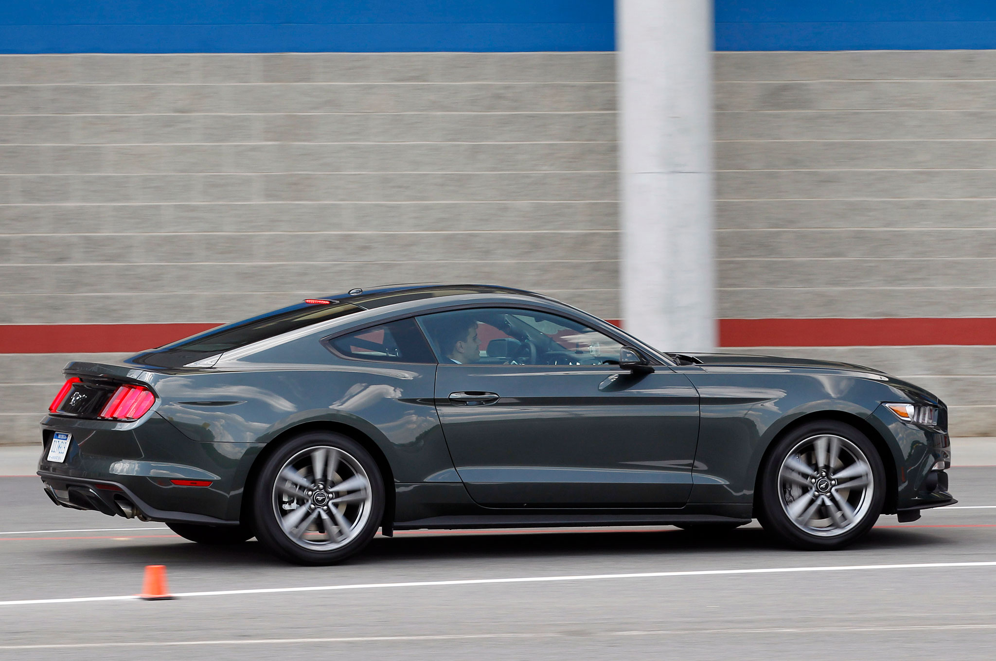 2015 ford mustang ecoboost side view in motion