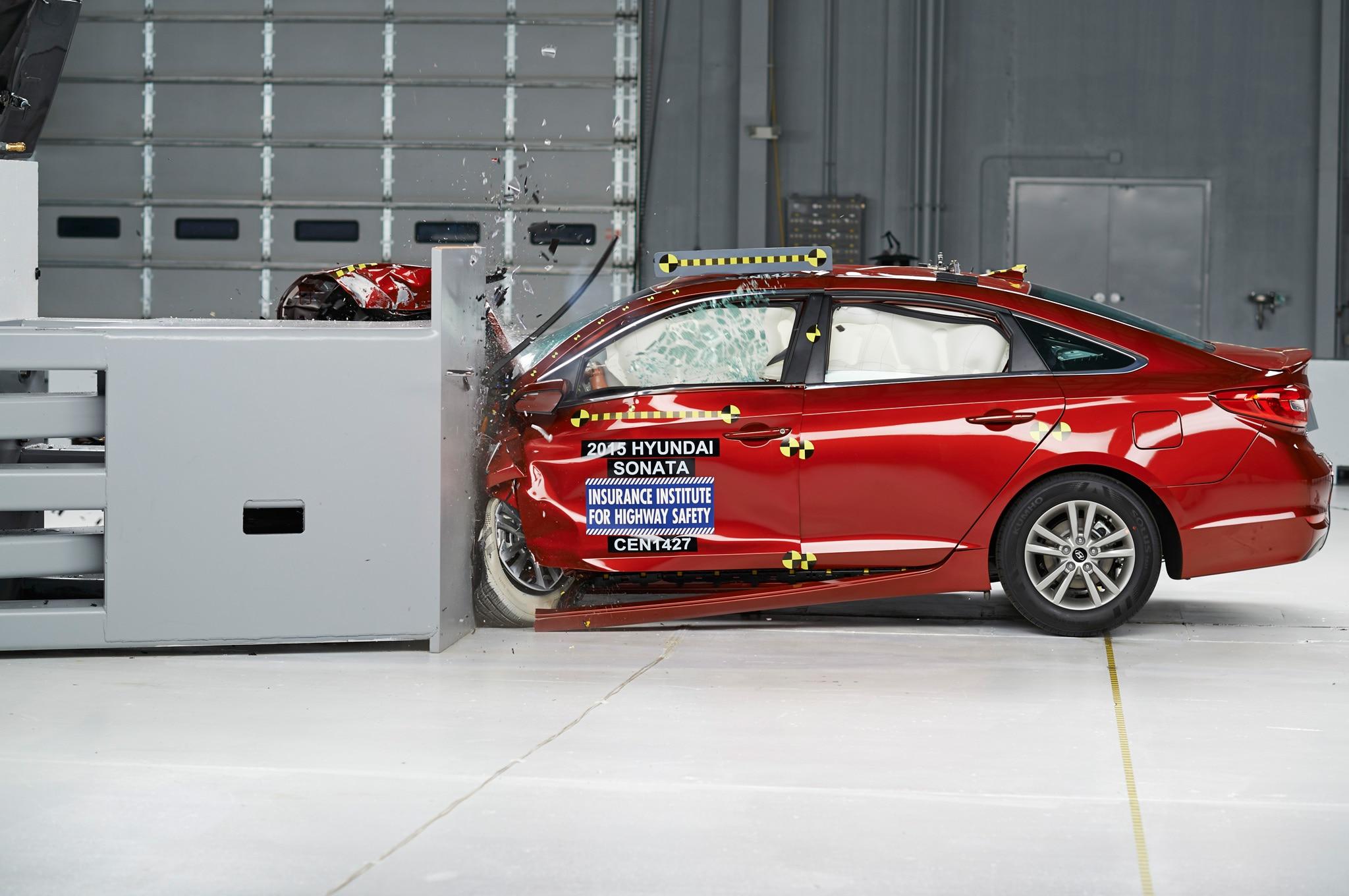 2015 Hyundai Sonata IIHS During Crash1