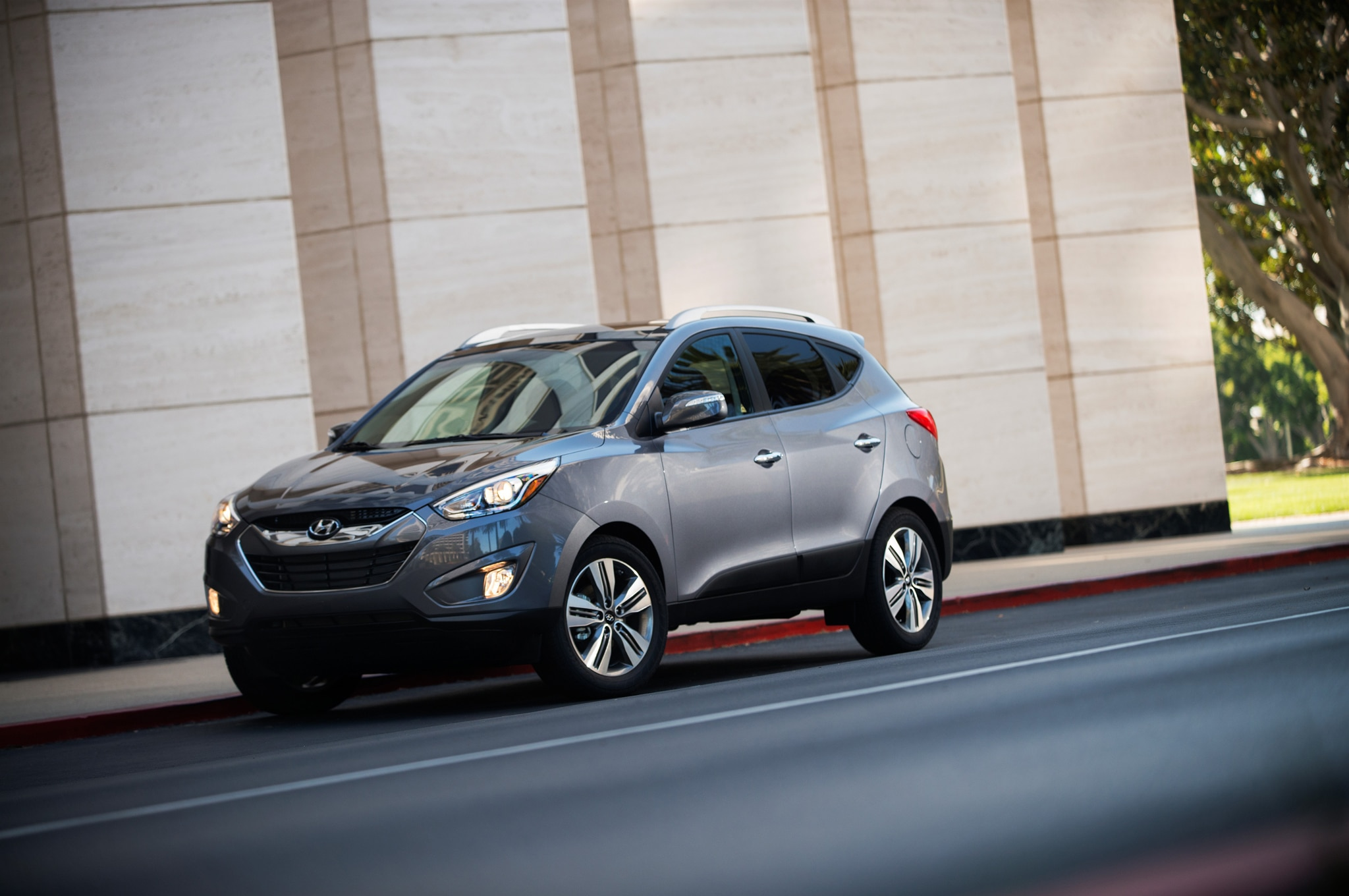 2015 Hyundai Tucson Front Three Quarter Static1