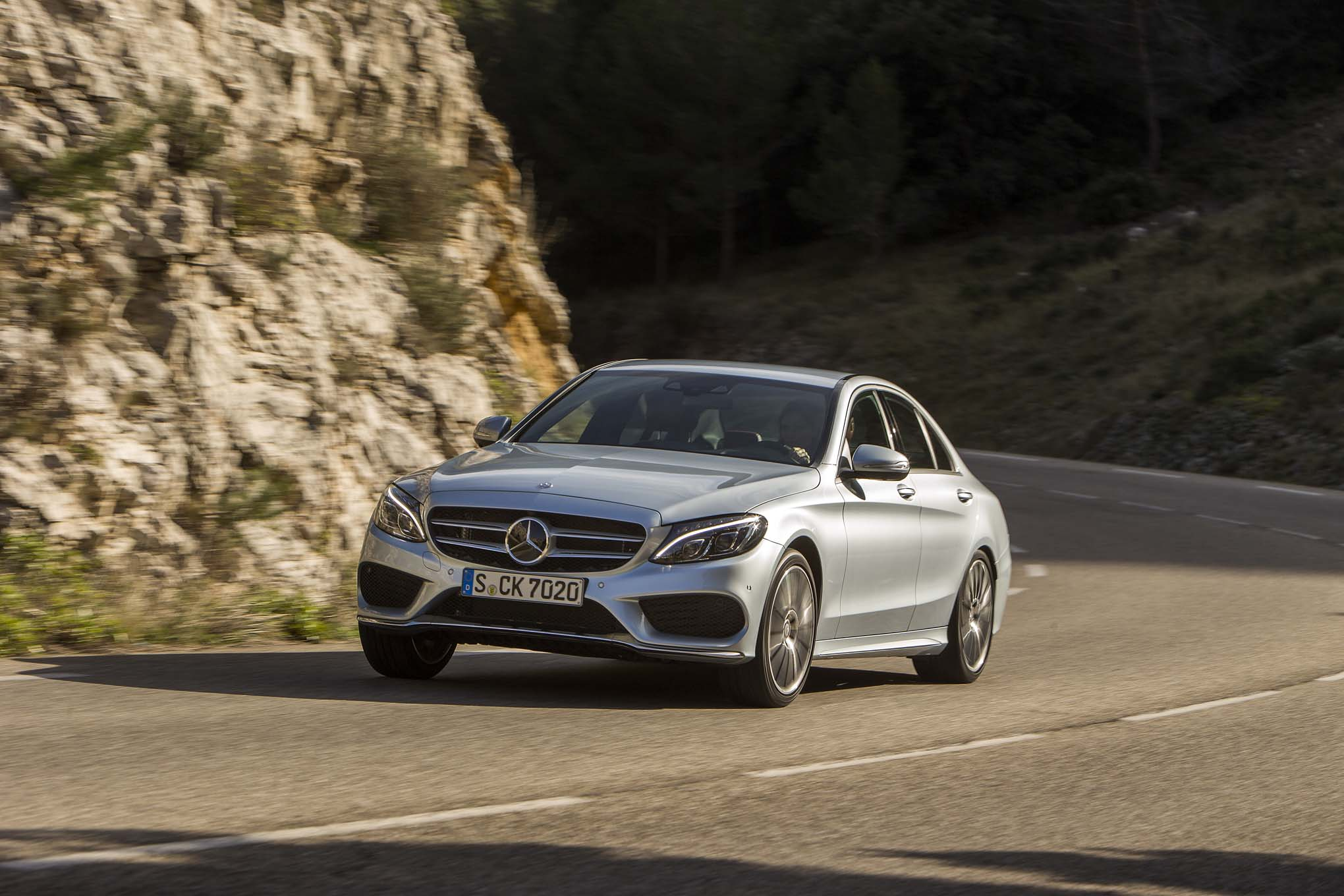 2015 Mercedes Benz C400 Front Three Quarter In Motion2