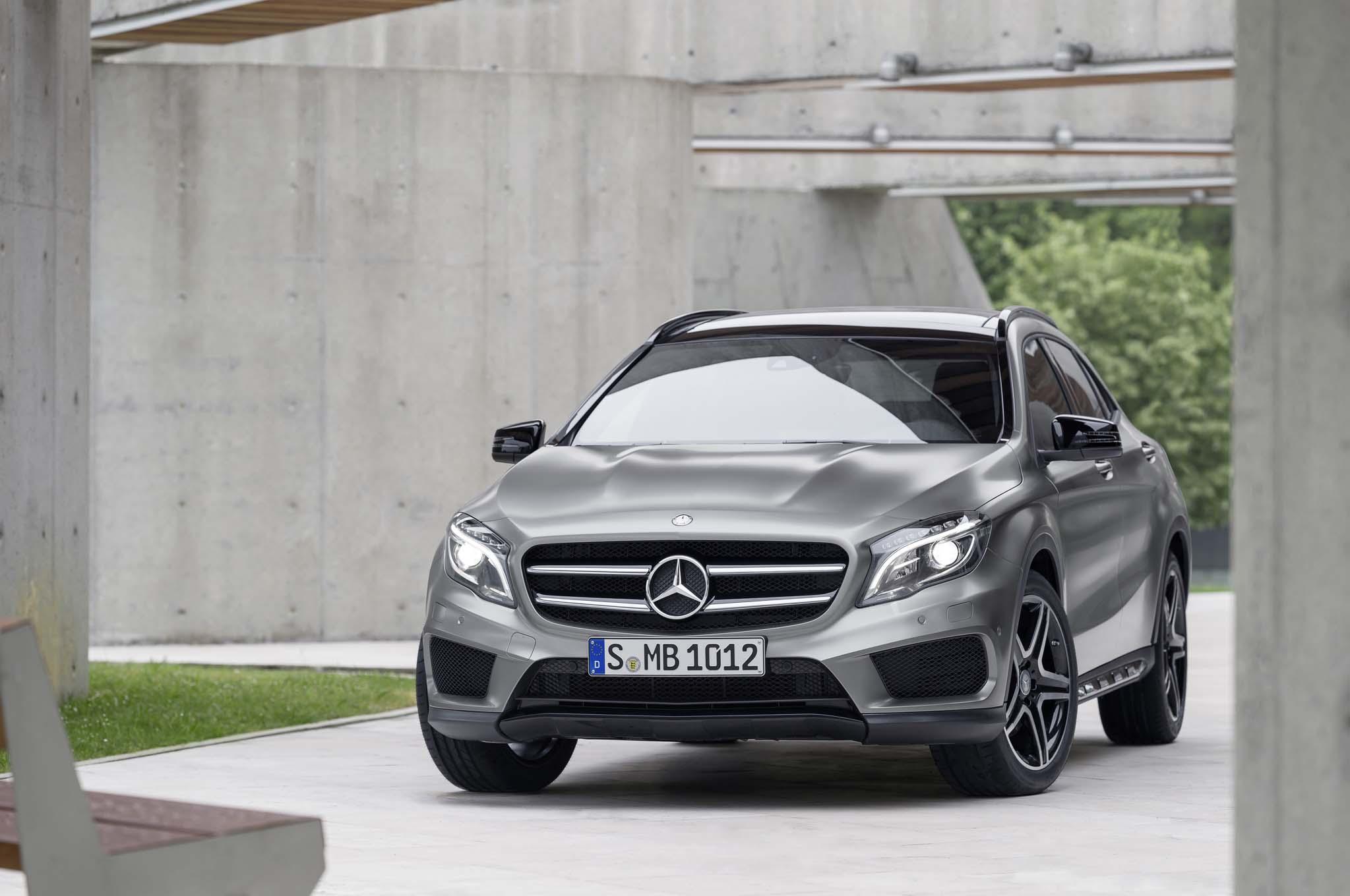 2015 Mercedes Benz GLA250 Front End1