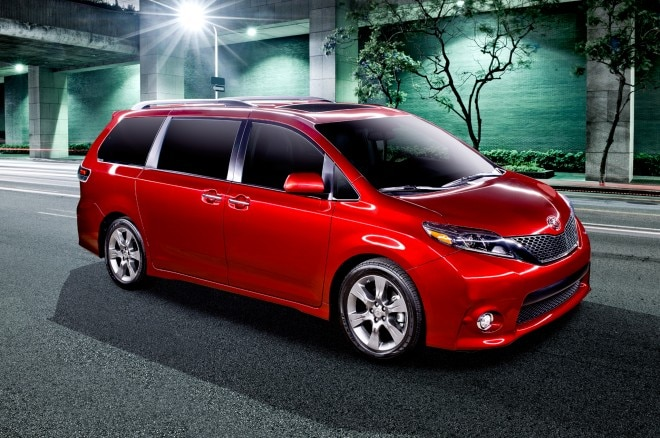 2015 Toyota Sienna SE Front Three Quarter 660x438