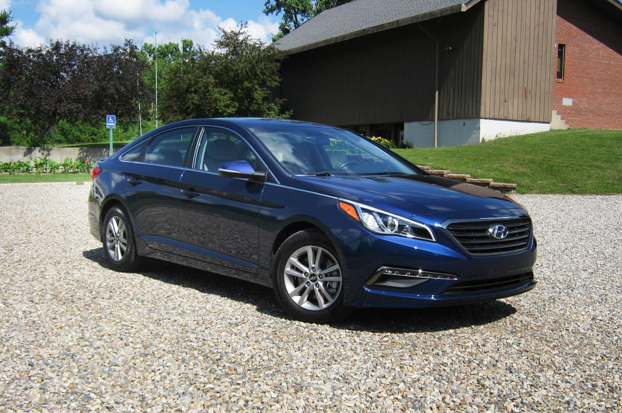 2015 Hyundai Sonata Eco Front Three Quarters 04