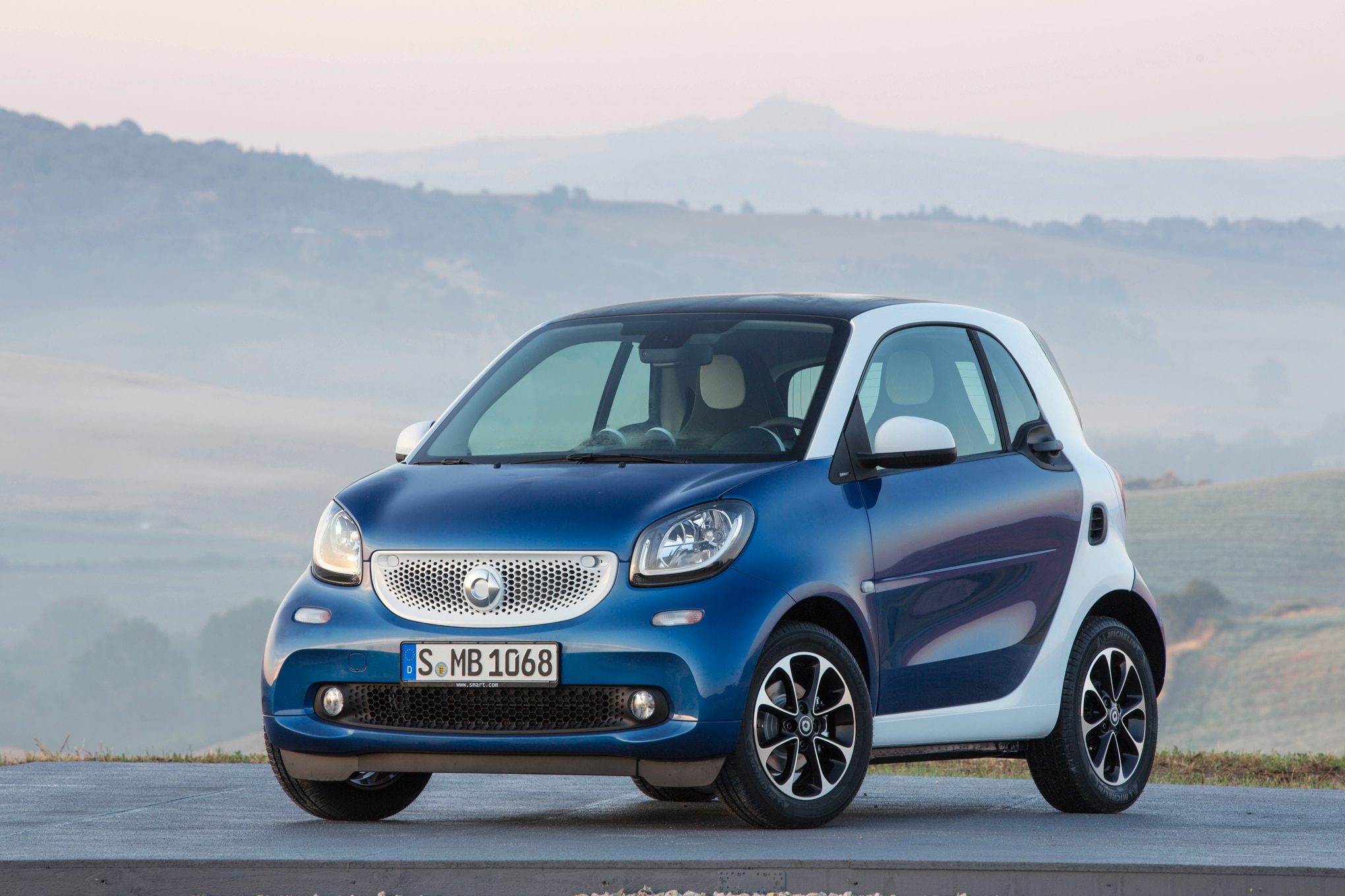 2016 Smart ForTwo Front Three Quarters 032