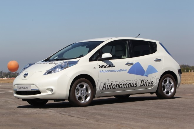 Nissan Leaf Autonomous Car Front Three Quarter White1 660x438