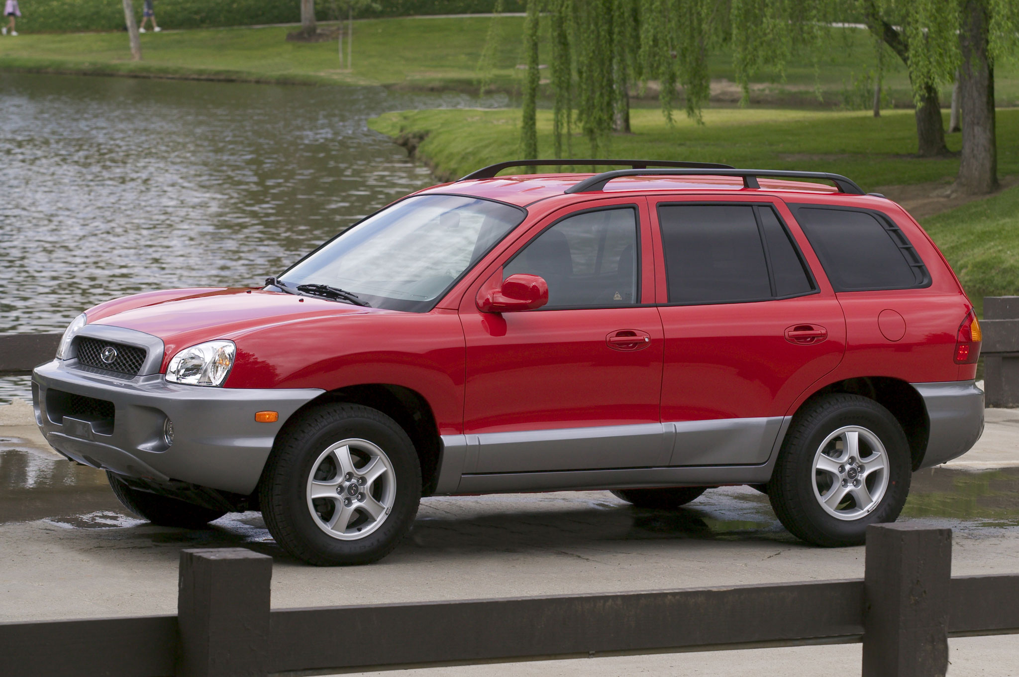 2004 Hyundai Santa Fe Side View1