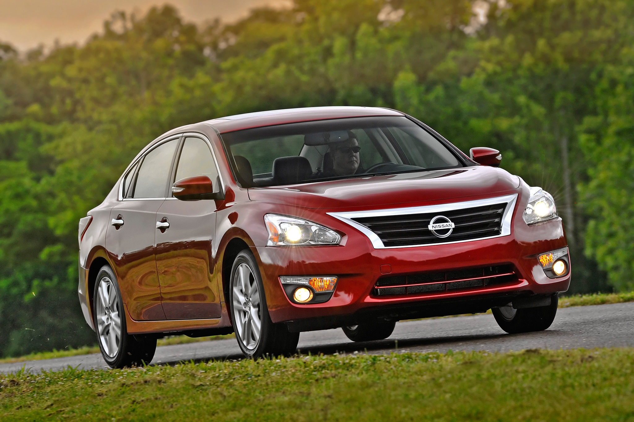 2013 Nissan Altima Three Quarters Rear View1