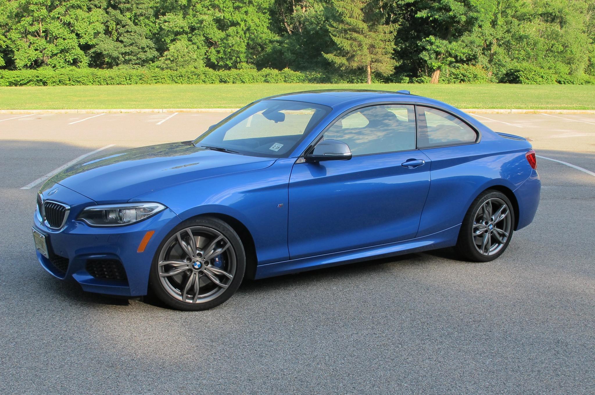 2014 BMW M235i Front Three Quarter 05