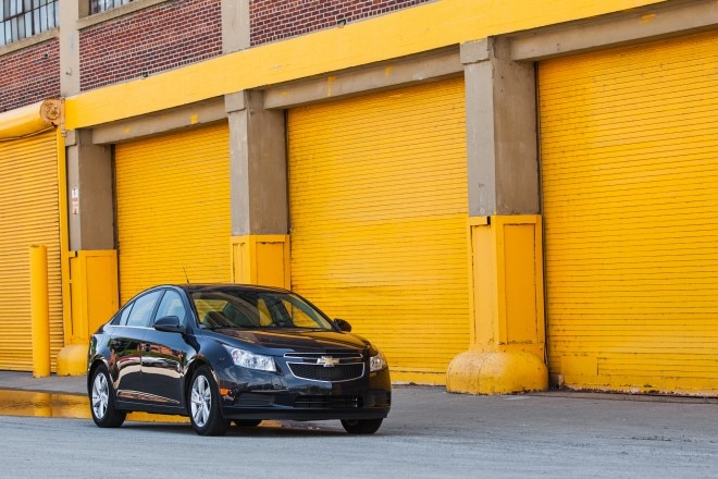 2014 Chevrolet Cruze Diesel Front Right View 31 660x440