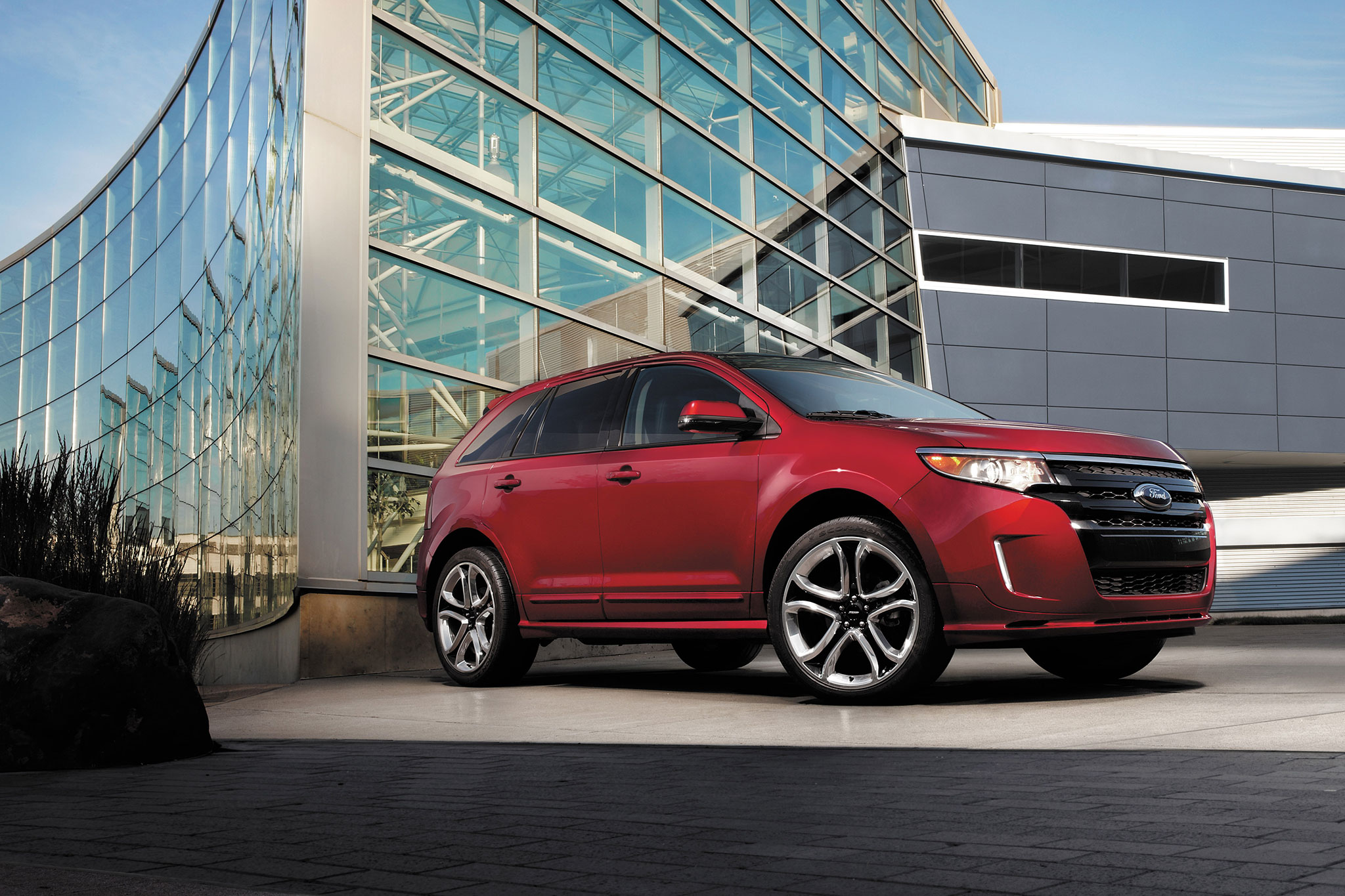 2014 Ford Edge Front Passengers View Low1