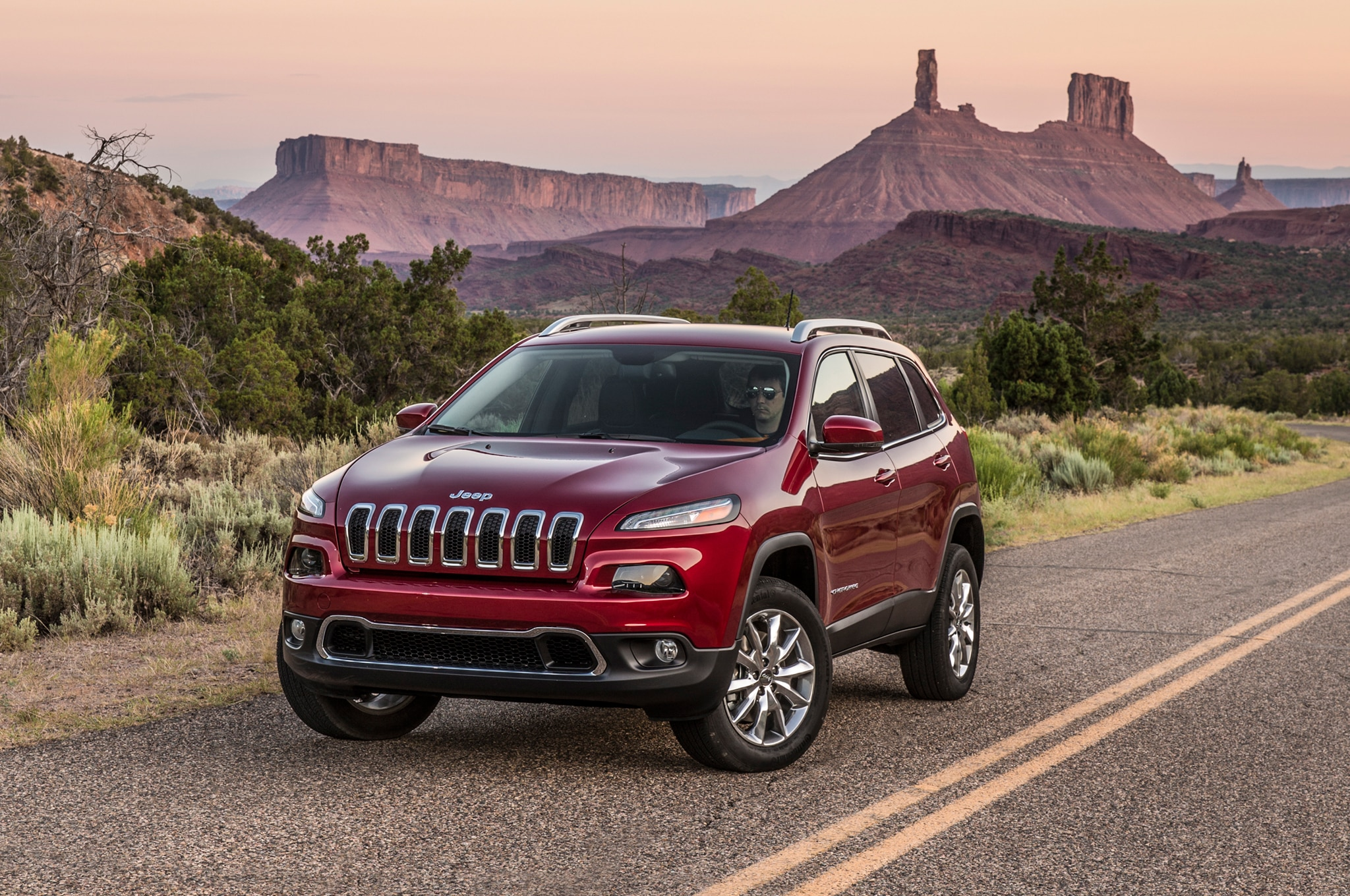 2014 Jeep Cherokee Limited Front Three Quarters View 03
