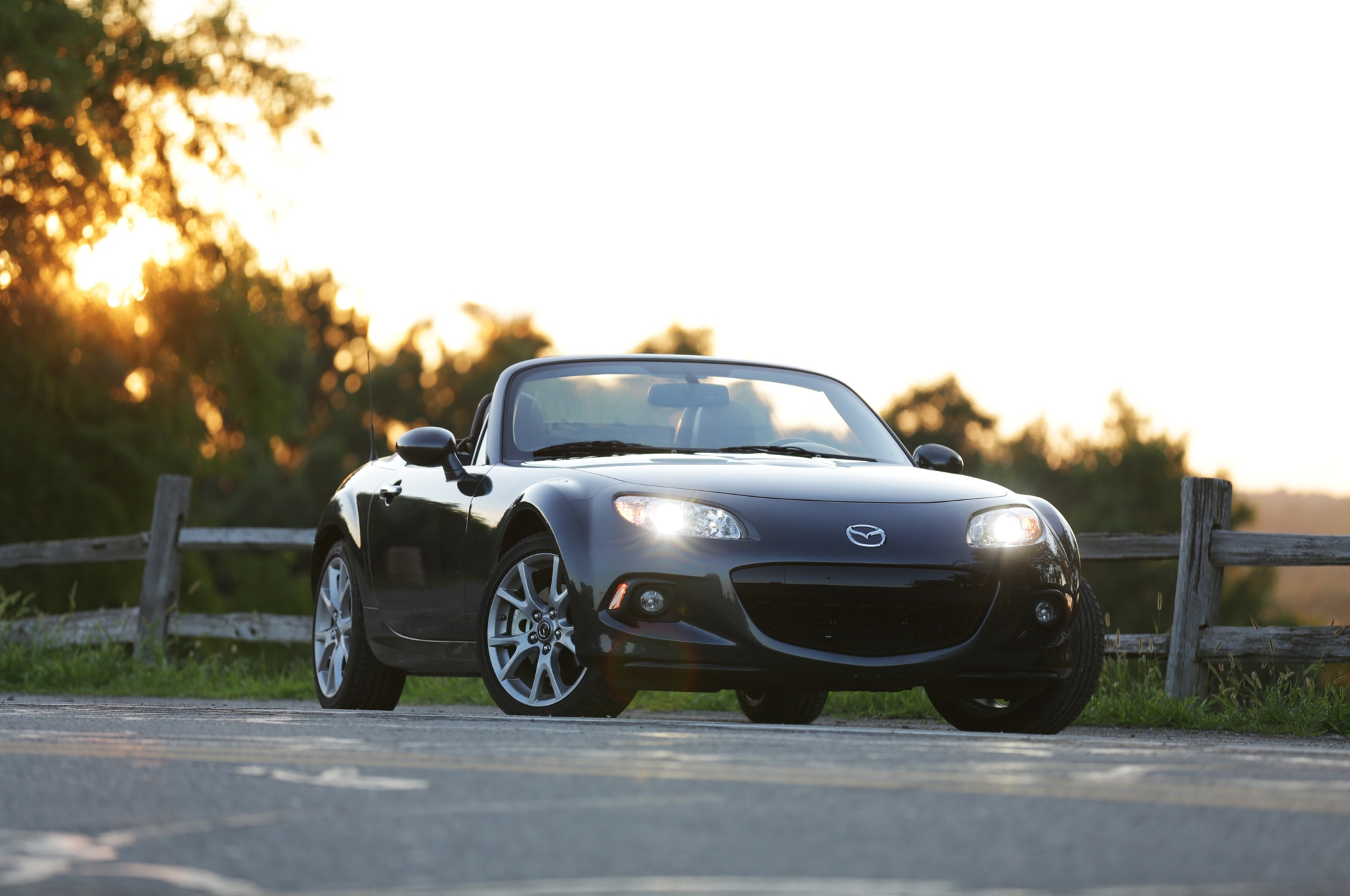 2014 Mazda MX 5 Miata Grand Touring PRHT Front Three Quarters 02