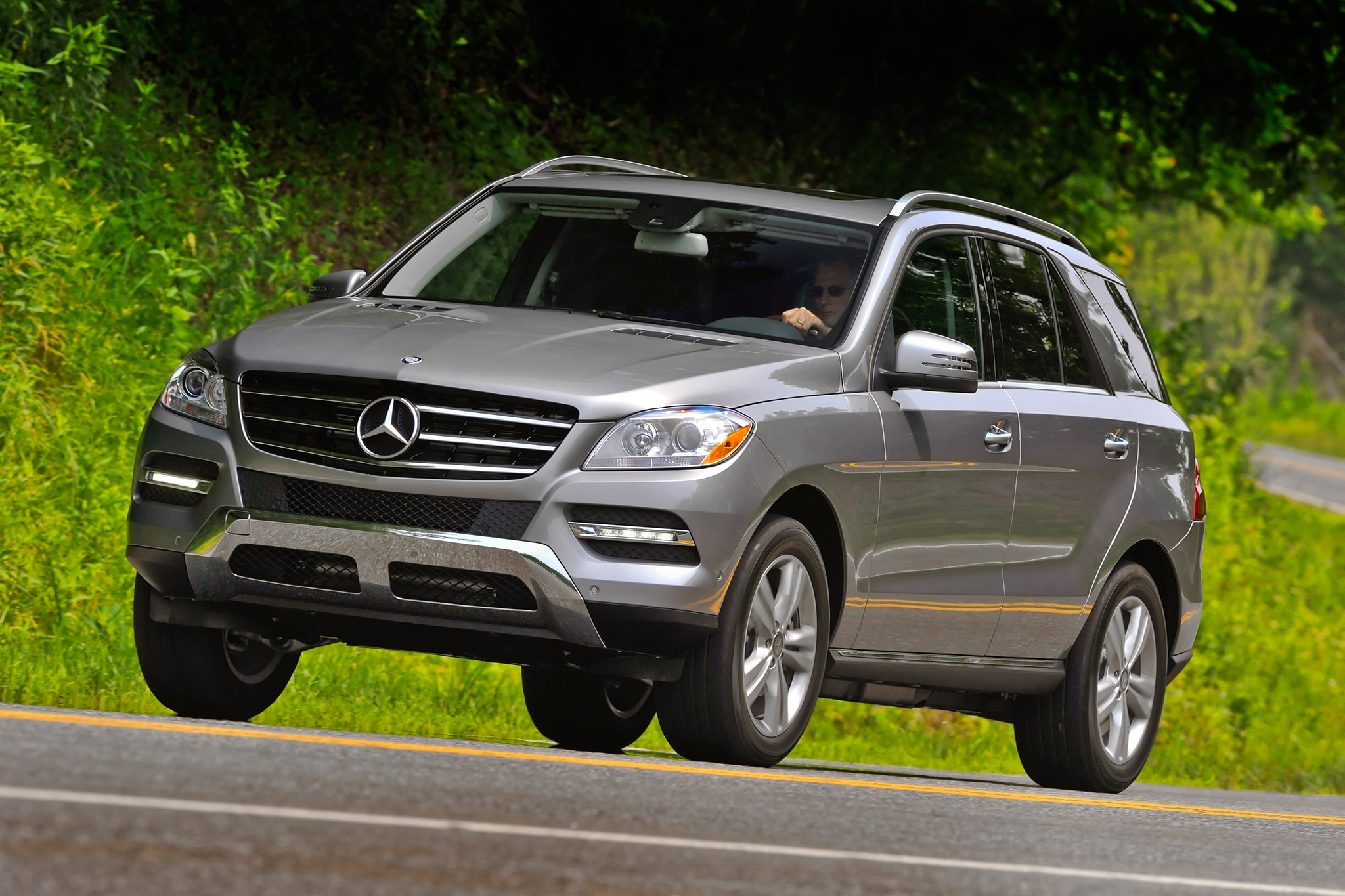 2014 Mercedes Benz ML350 4MATIC Front Three Quarters In Motion Low1