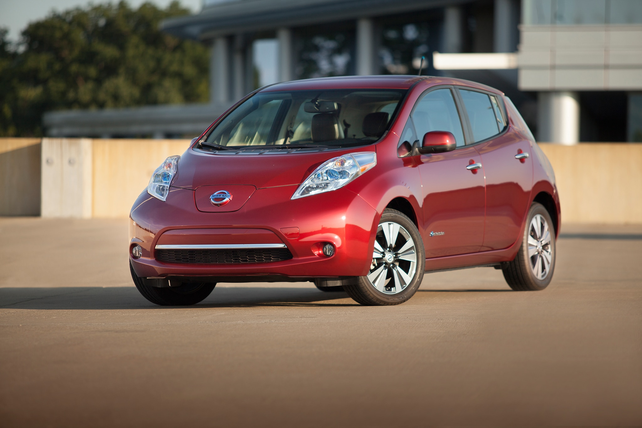 2014 Nissan LEAF Front Drivers Side View1